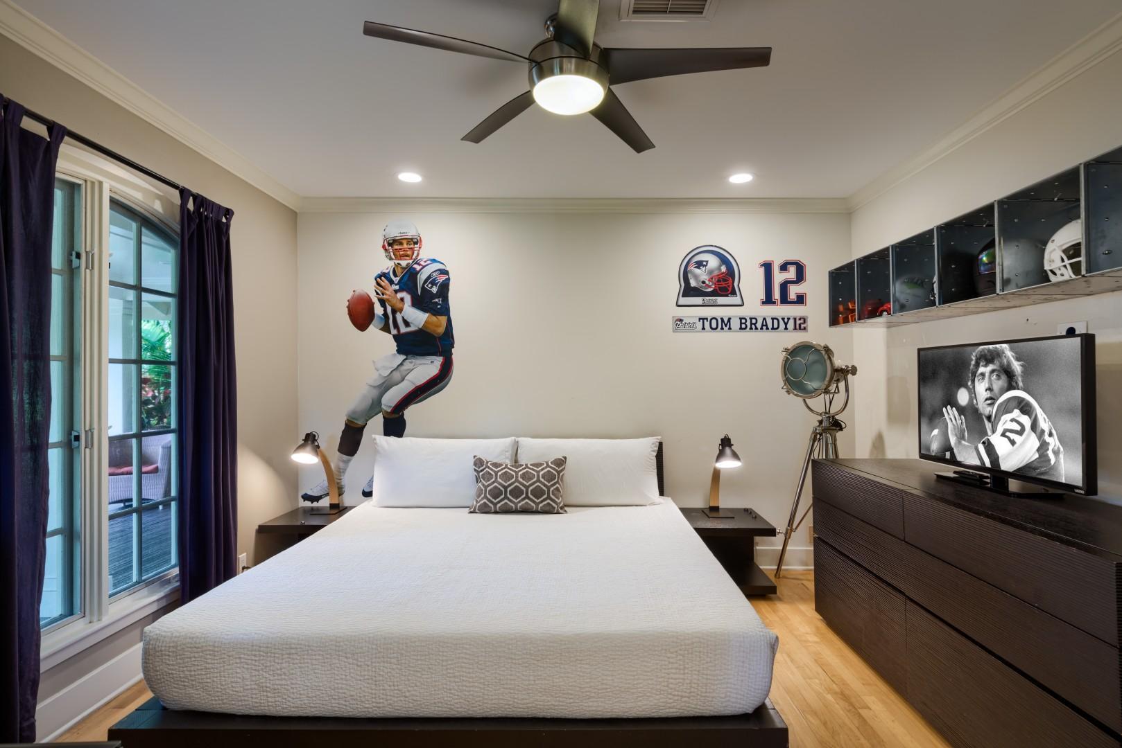 Bedroom 2, King, Main level, En-suite