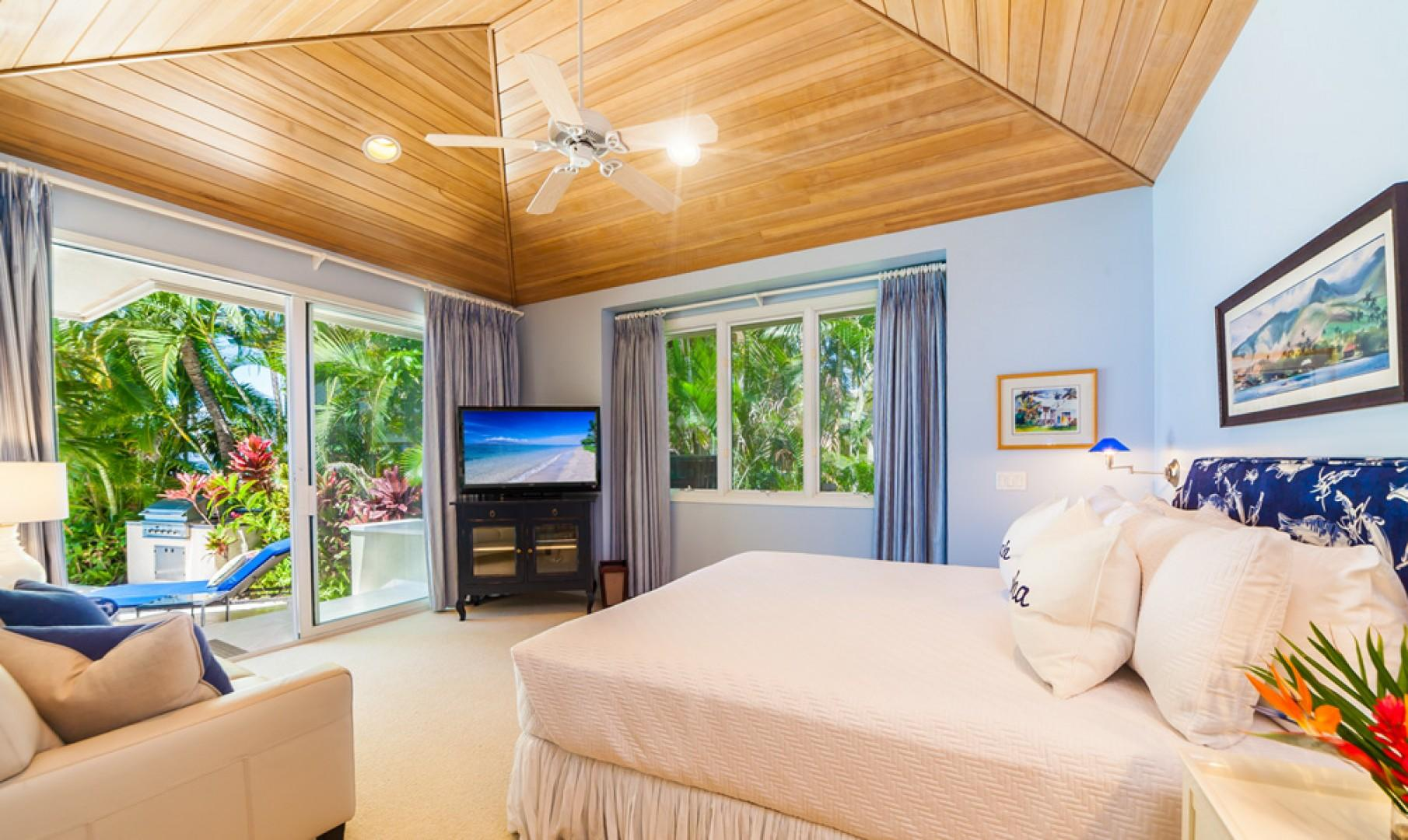 Opal Seas At Baby Beach - Main Level Poolside King Master Bedroom Two with En-Suite Private Tub/Shower Bath, HD TV/DVD, Sofa. Now Also With Two New White Bedside Tables.