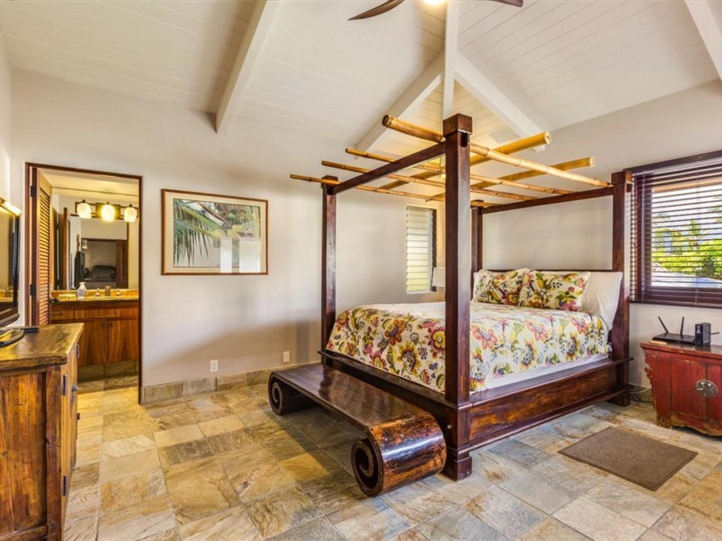 Guest bedroom equipped with Queen bed, A/C, TV and ensuite