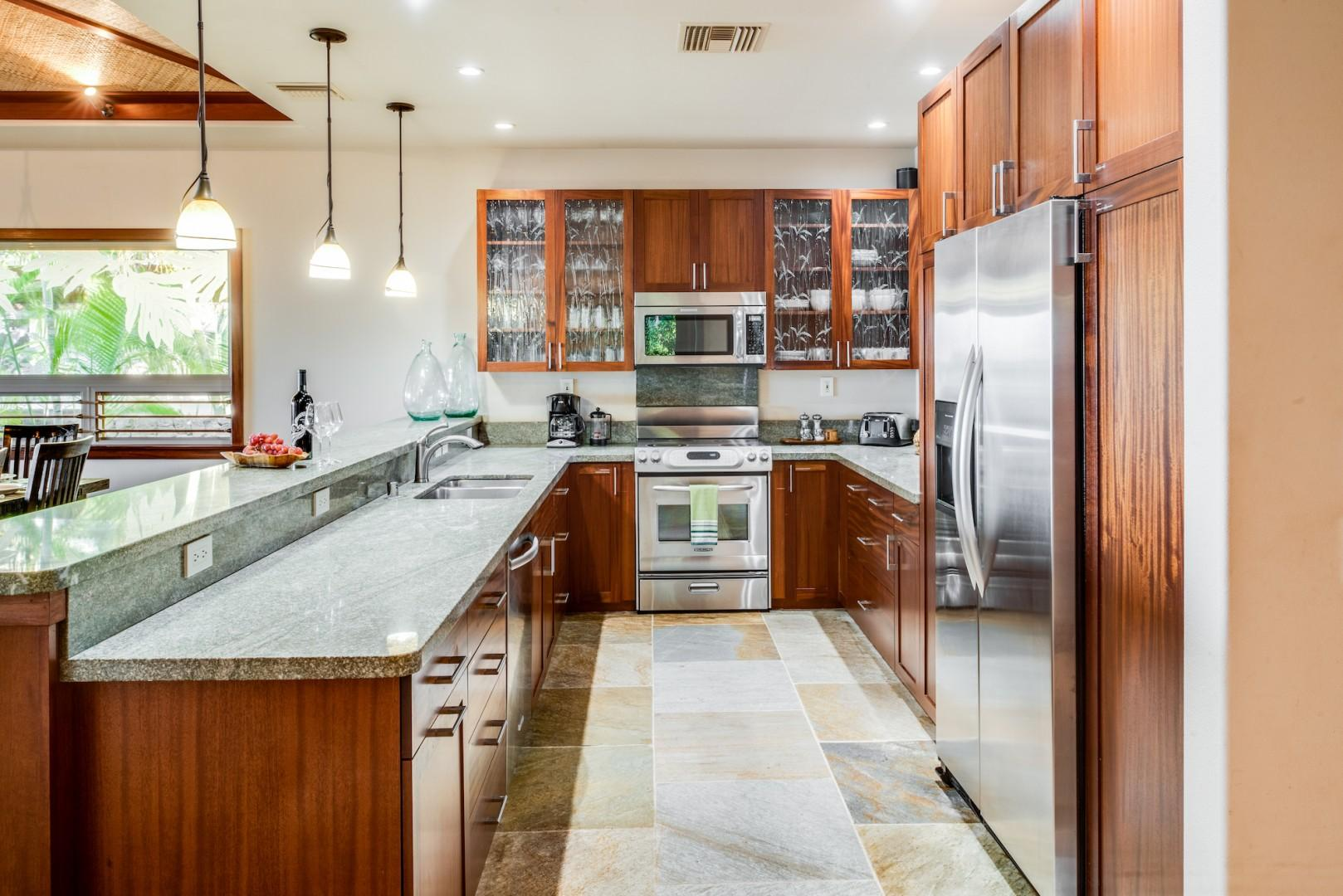 Fully Equipped Gourmet Kitchen w/ Gas Range and Granite Countertops