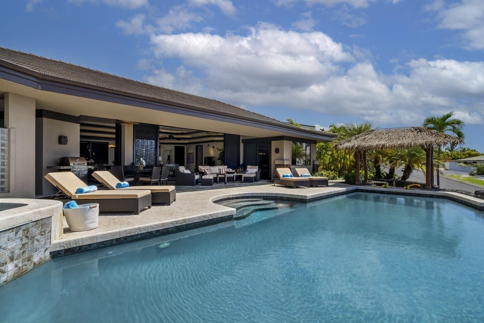 Beautiful infinity edge pool offers easy entry with steps leading in!