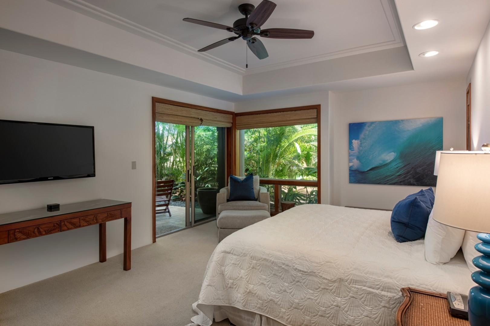 Second bedroom w/king bed, flat screen TV, sliding doors to private lanai & ensuite bath.