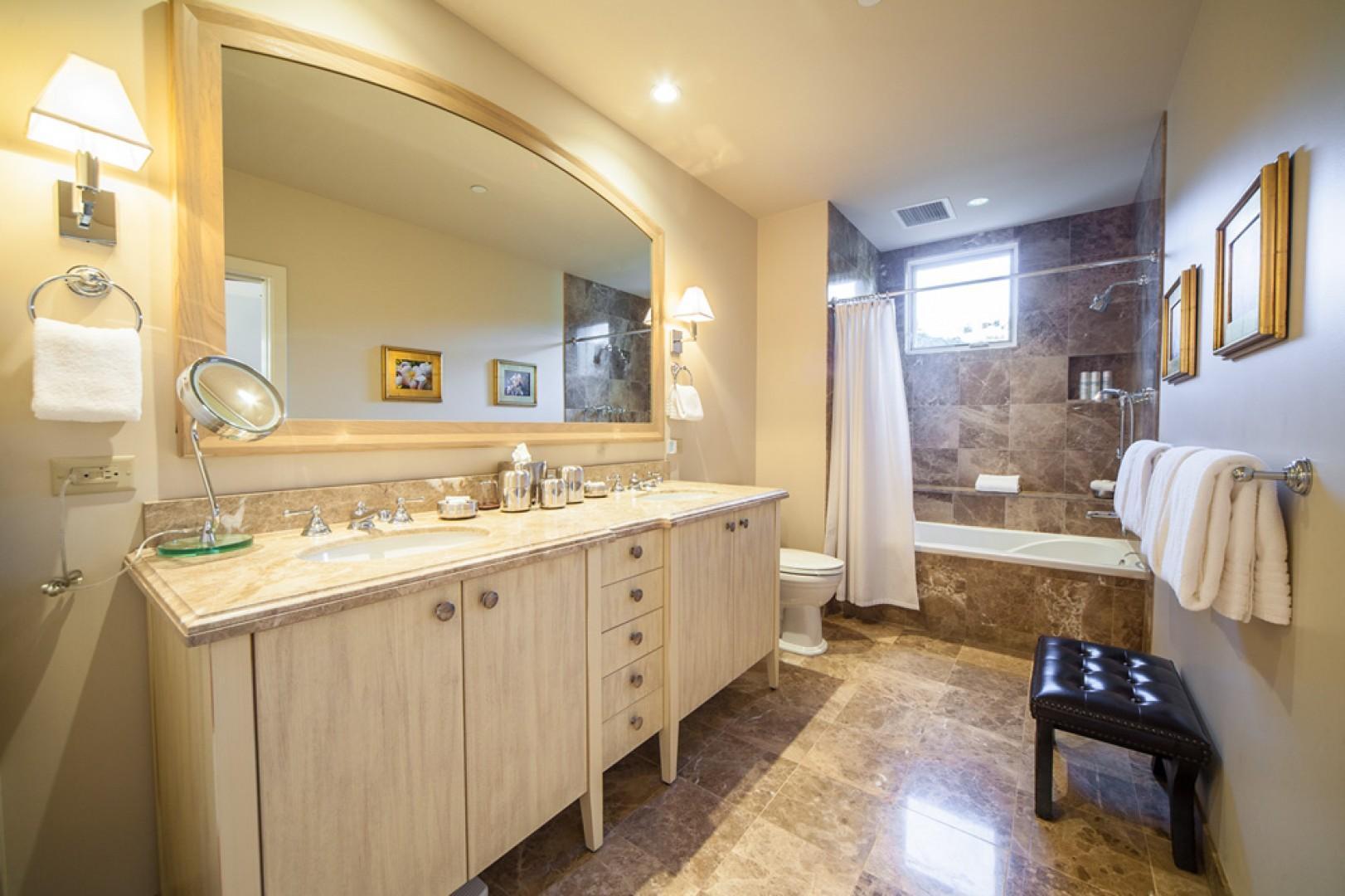Blue Horizons K308 - Second Bedroom Bath with Twin Vanities, Tu/Shower Bath, Scale, Hair Dryer, Robes