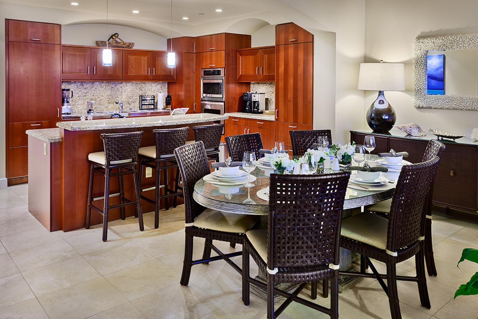 J405 Sea Breeze Suite Fully Equipped Chef Kitchen and Dining Area