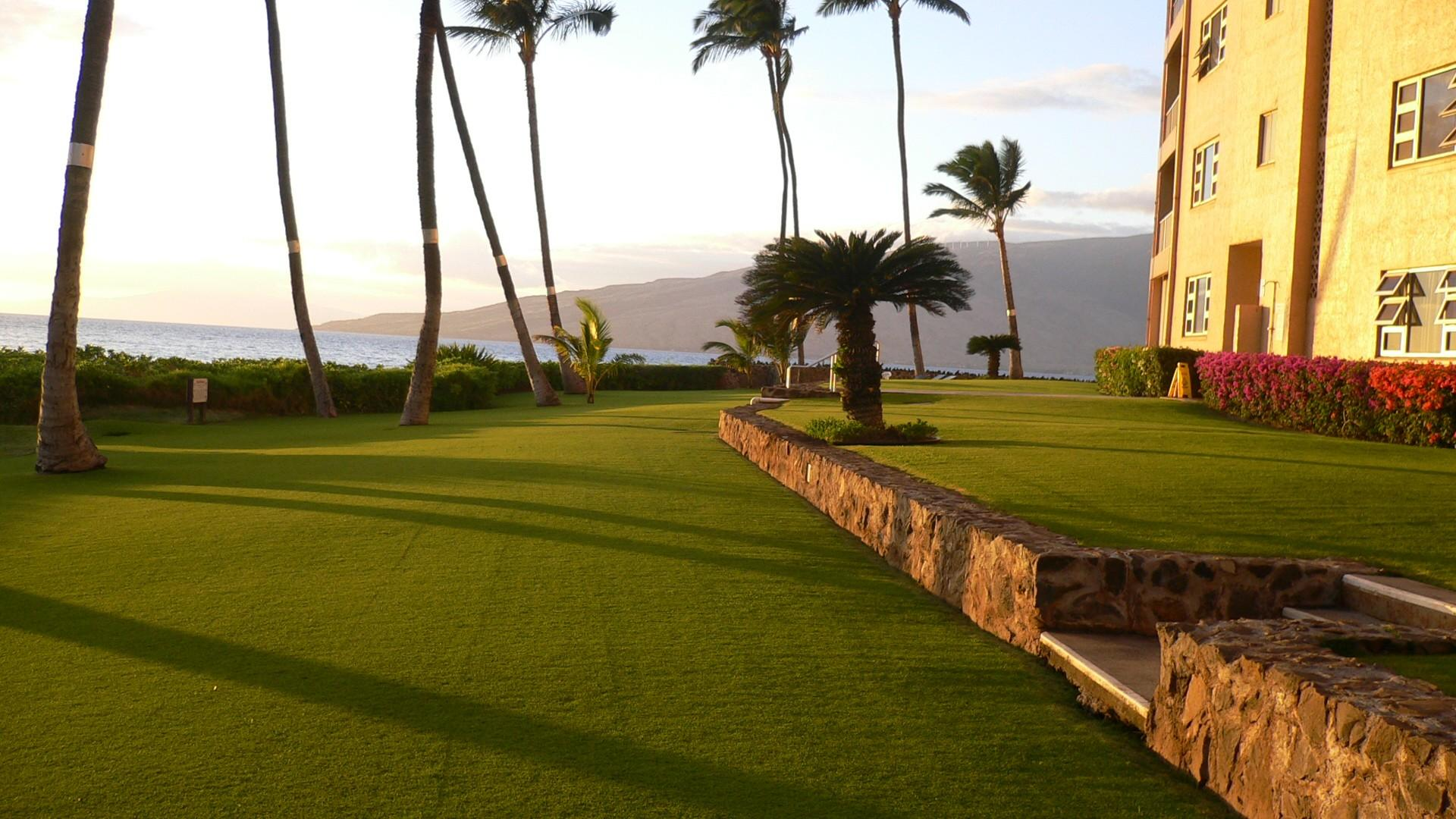 Alternate view, looking toward the West Maui Mountains.