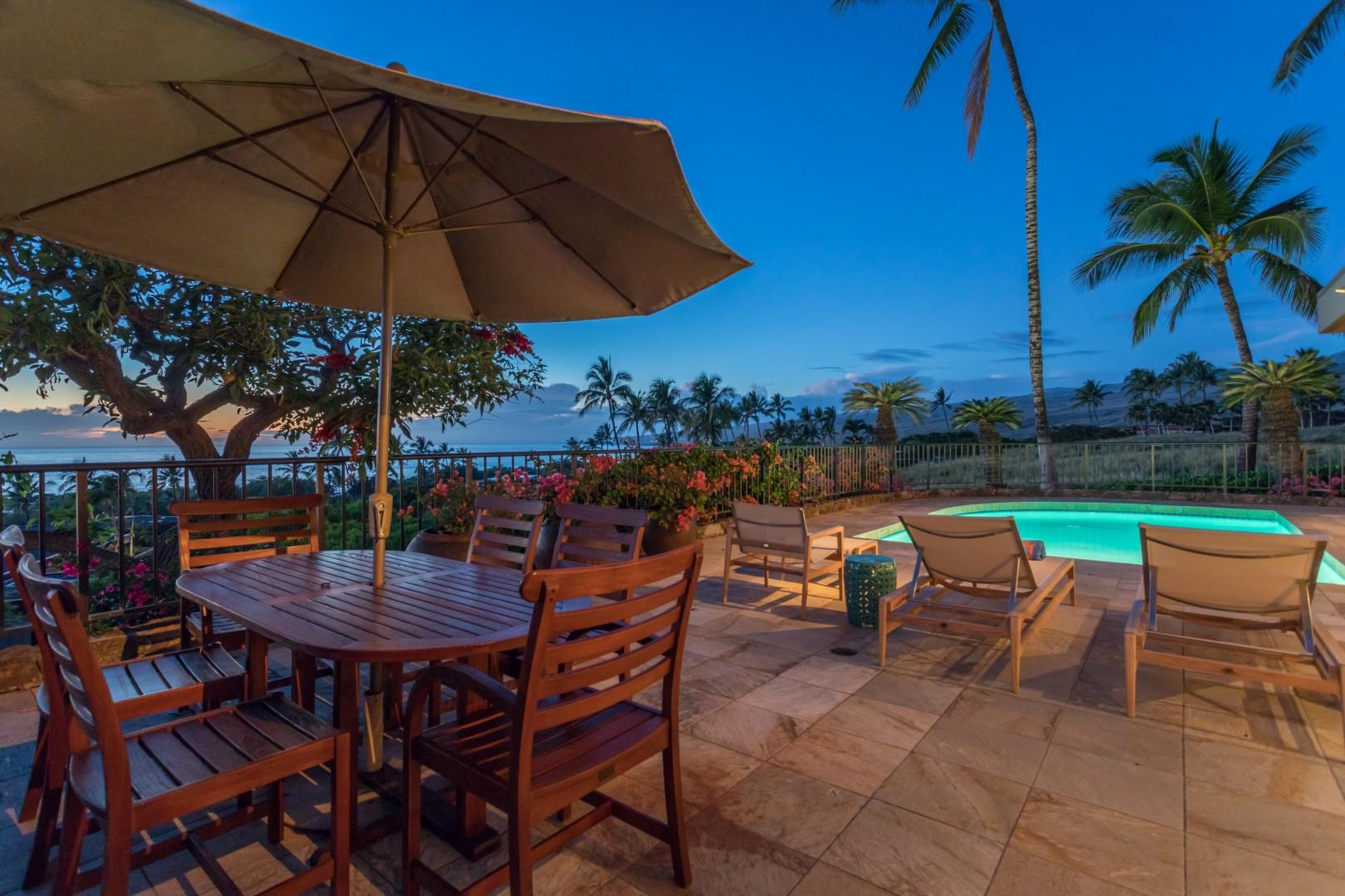 Large Outdoor Dining Set w/Umbrella Overlooking the Pacific Ocean & Kohala Coastline.