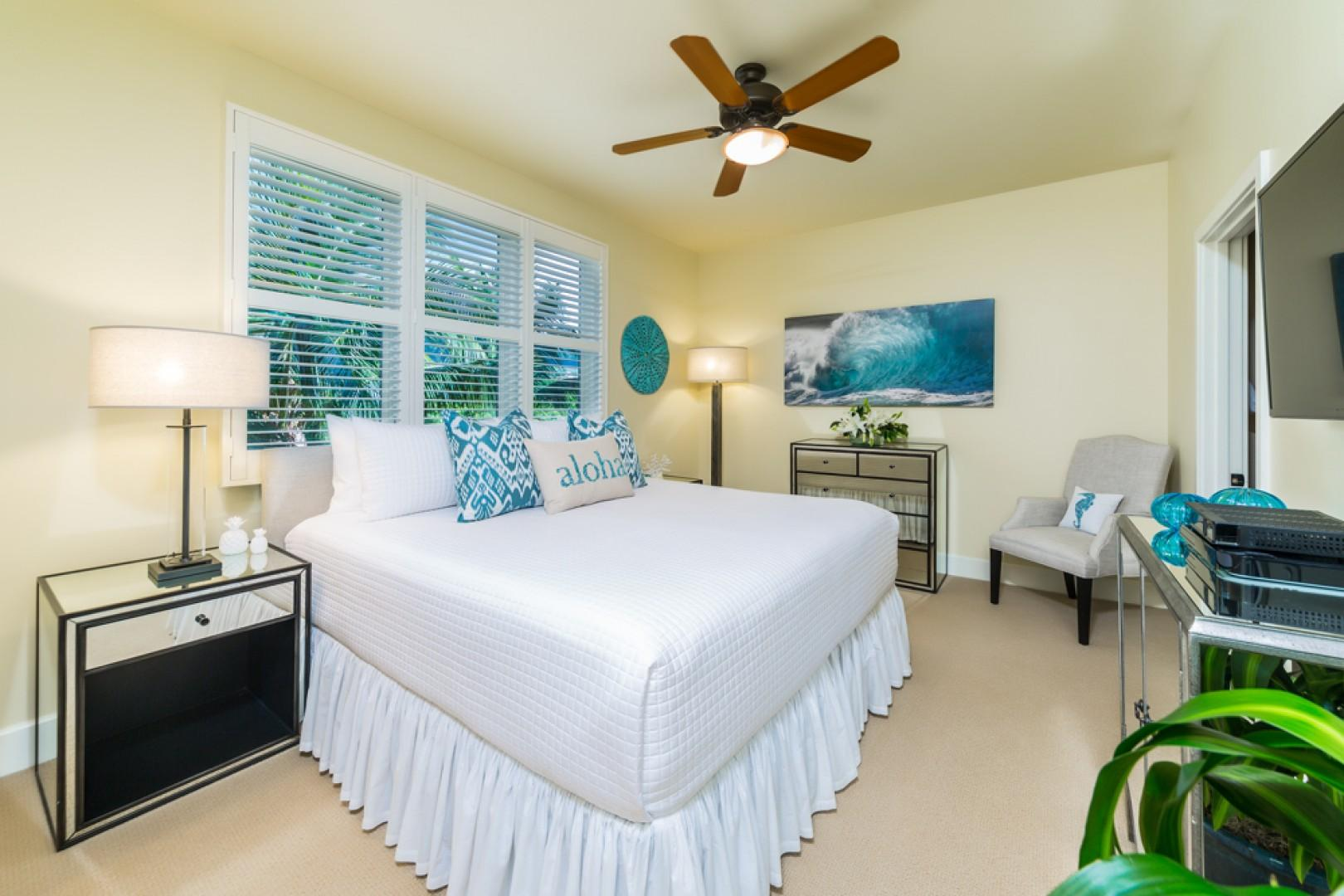 J405 Sea Breeze Suite Mountain View Third Bedroom with Private Bath and One King Bed or Two Extra-Long Twin Beds