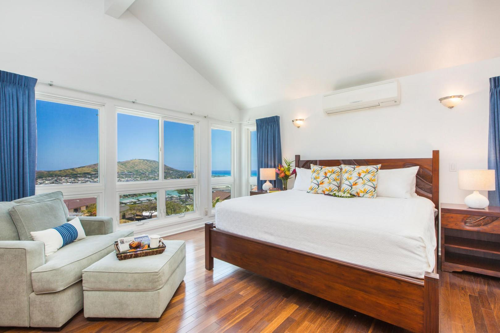 Upstairs master bedroom, overlooking Koko Crater, the Pacific and the marina.