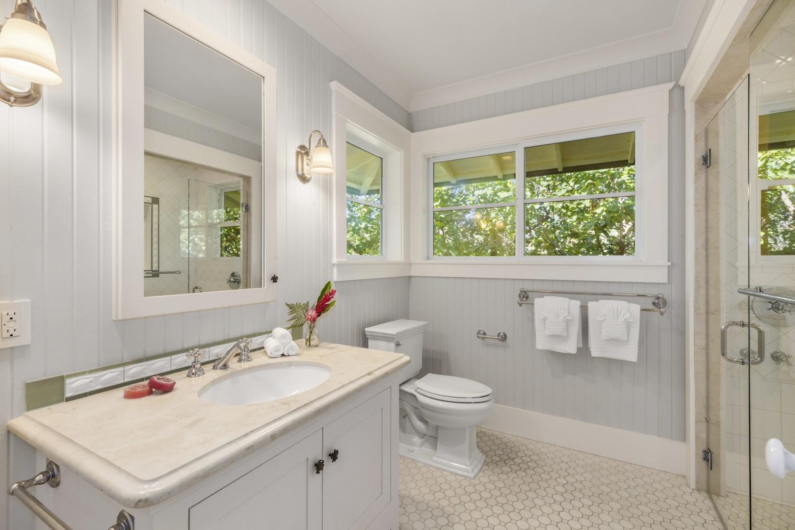 En suite bath, Honu Suite