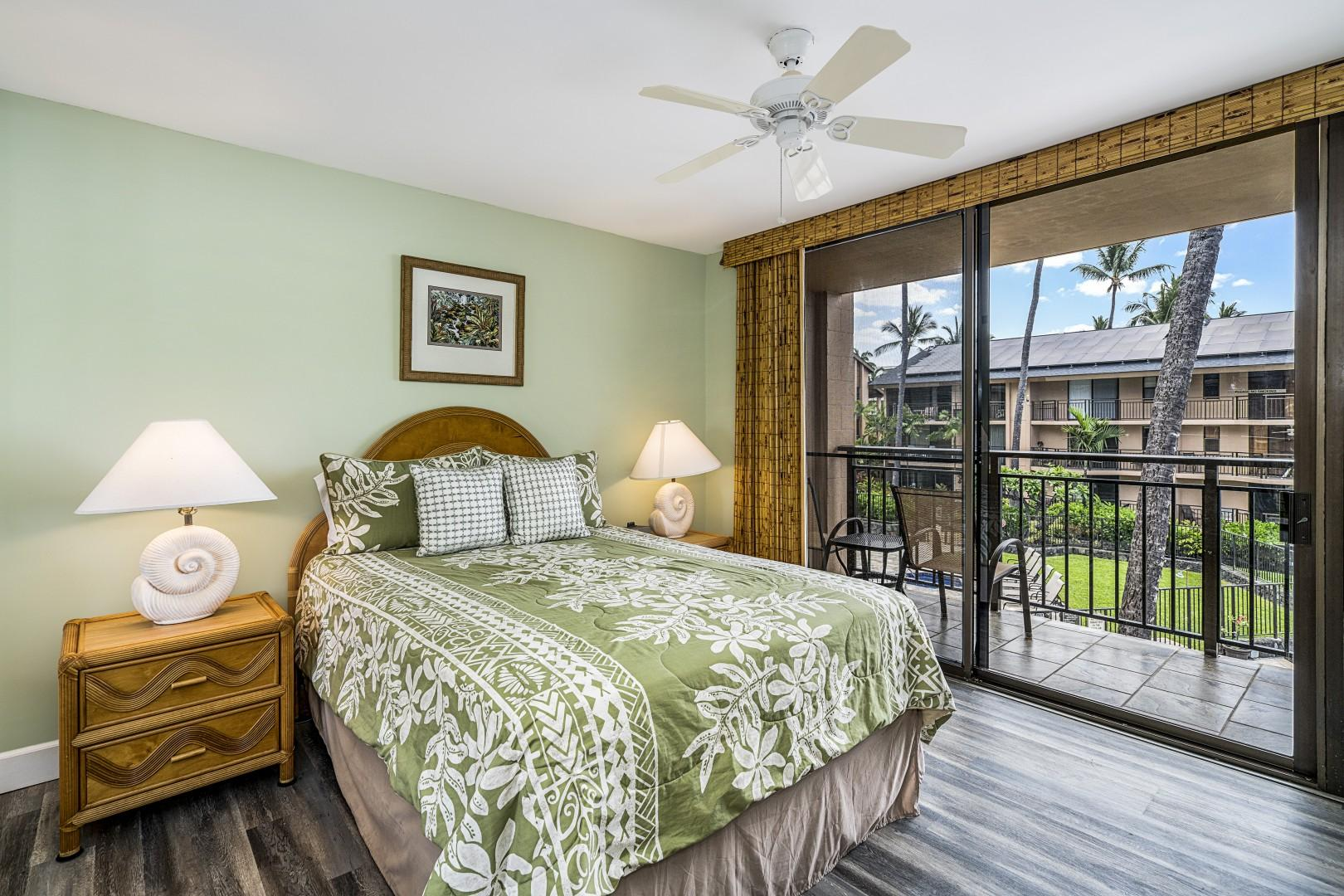 Guest bedroom with Queen bed, A/C, and Lanai access!