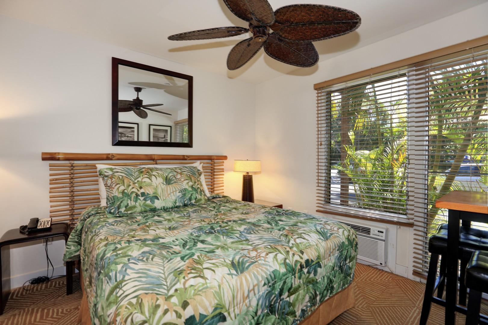 Air conditioning, a ceiling fan, and a comfortable queen-size bed.