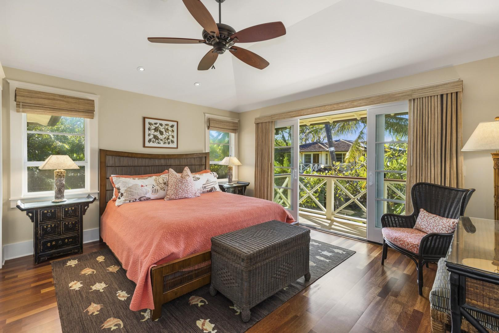 Upstairs mauka guest bedroom - Coral Suite