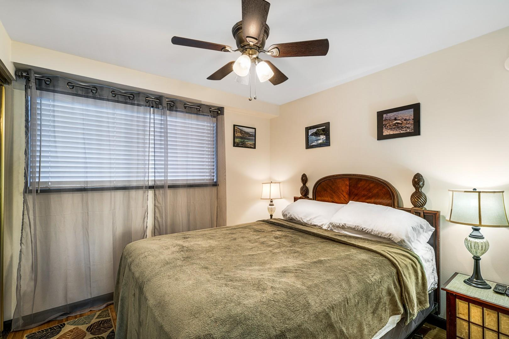 Guest bedroom equipped with smart TV and Queen bed!