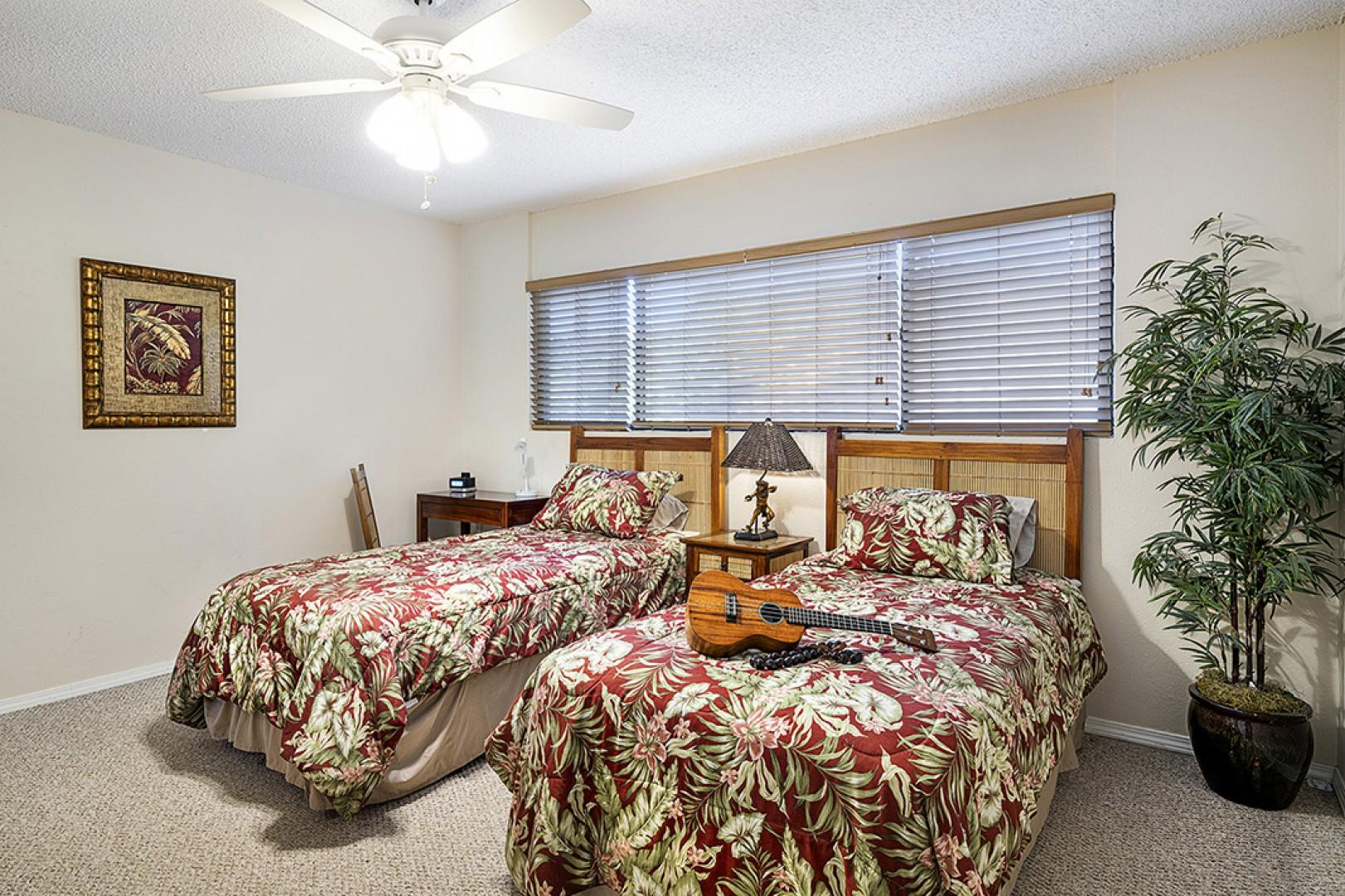 Guest bedroom equipped with 2 Twin beds