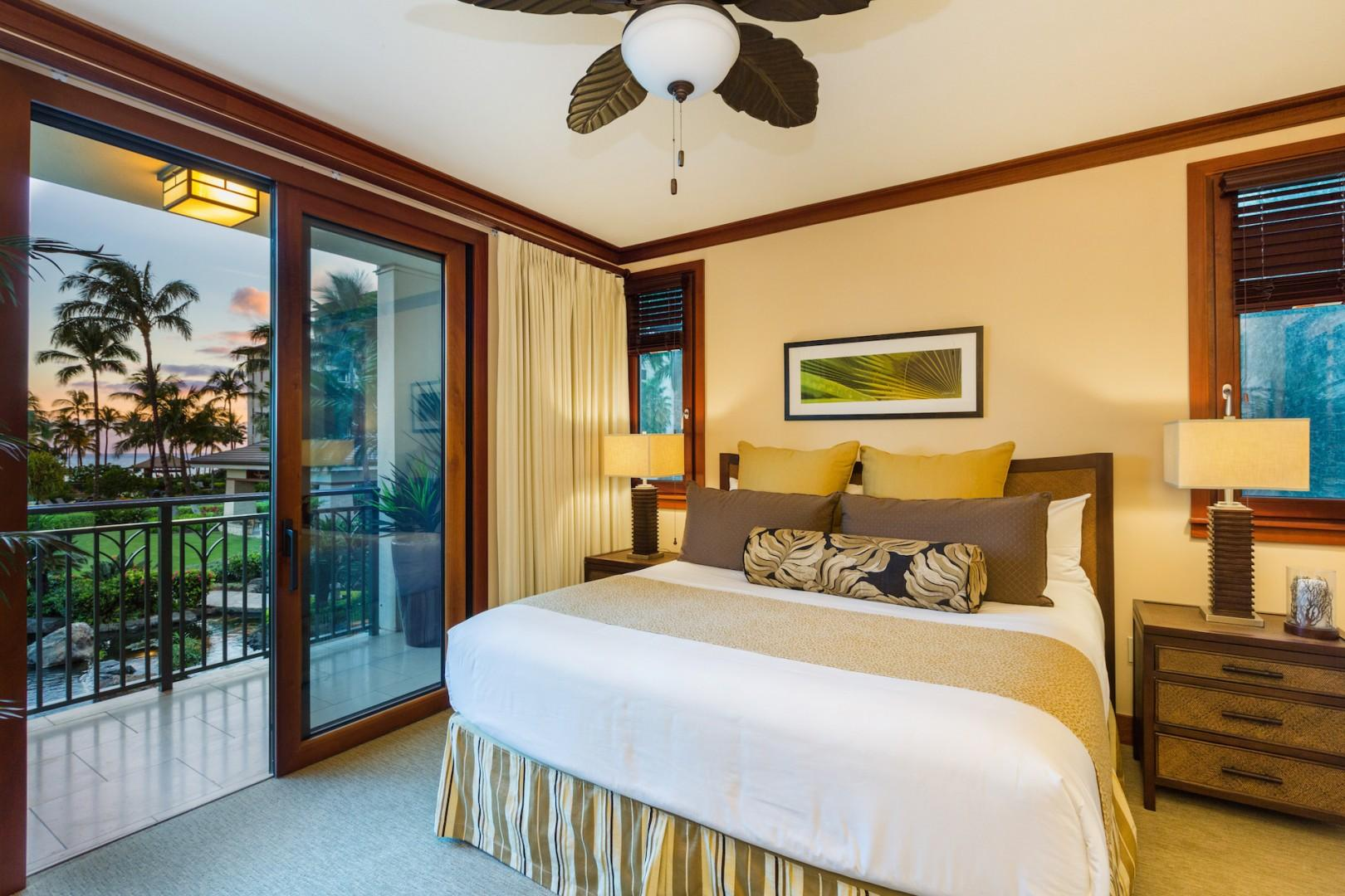 The master bedroom with en suite bath provides beautiful ocean, garden, pool and koi pond views and convenient lanai access. Flat screen TV, ceiling fan, dresser drawers, AC thermostat, separate deep soaking tub and shower, dual sinks, walk-in closet.
