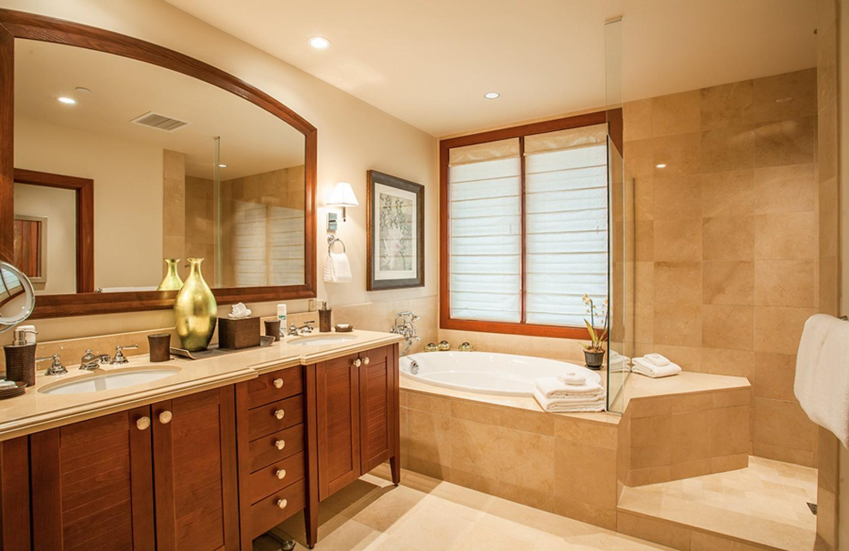 Sun Splash C301 - Second Master Bath with Deep Soaking Tub and Separate Shower, Private WC, and Walk-In Closet