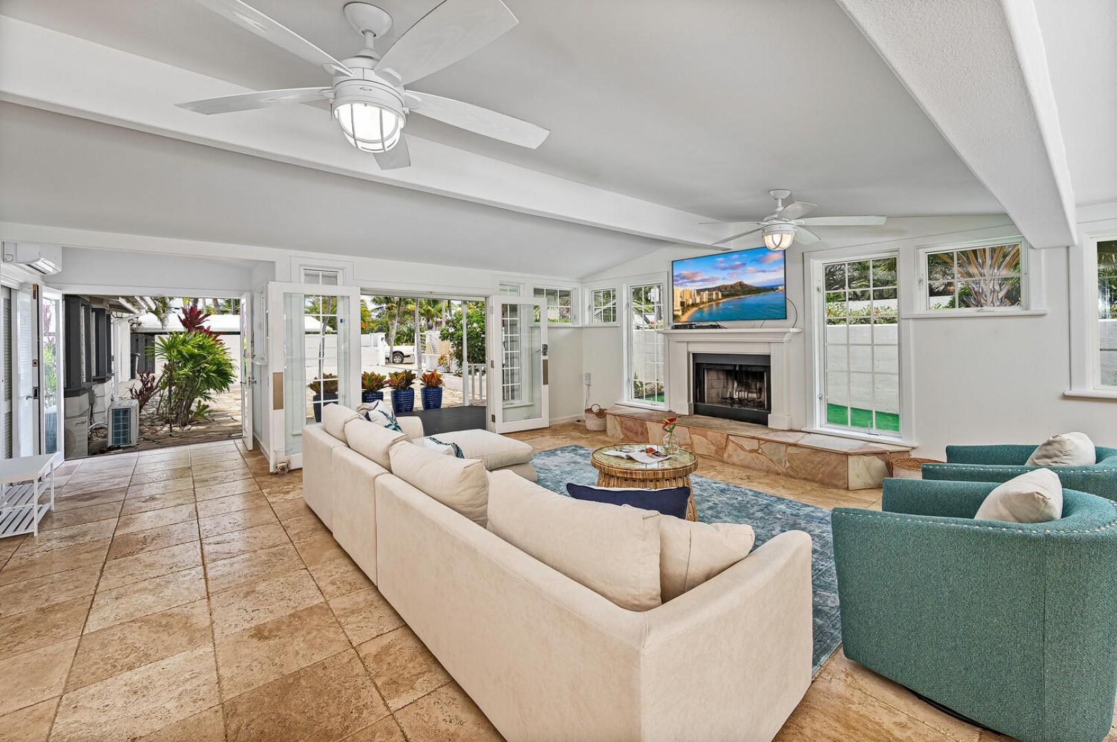 Enjoy the islands cross breeze in the main living-room!