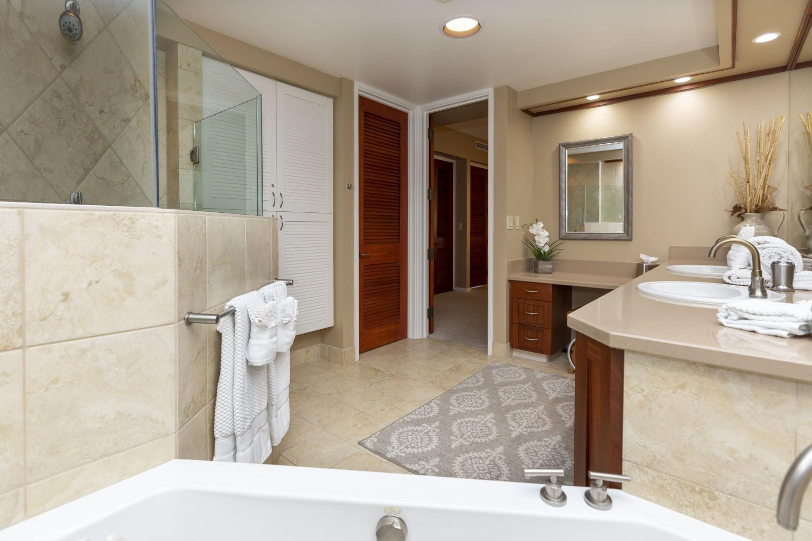 So much to offer in the spacious masterbathroom.