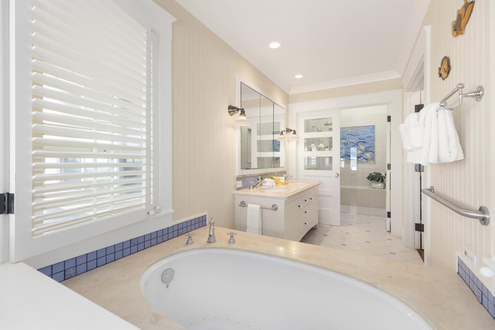 En suite bath, Seastar Suite