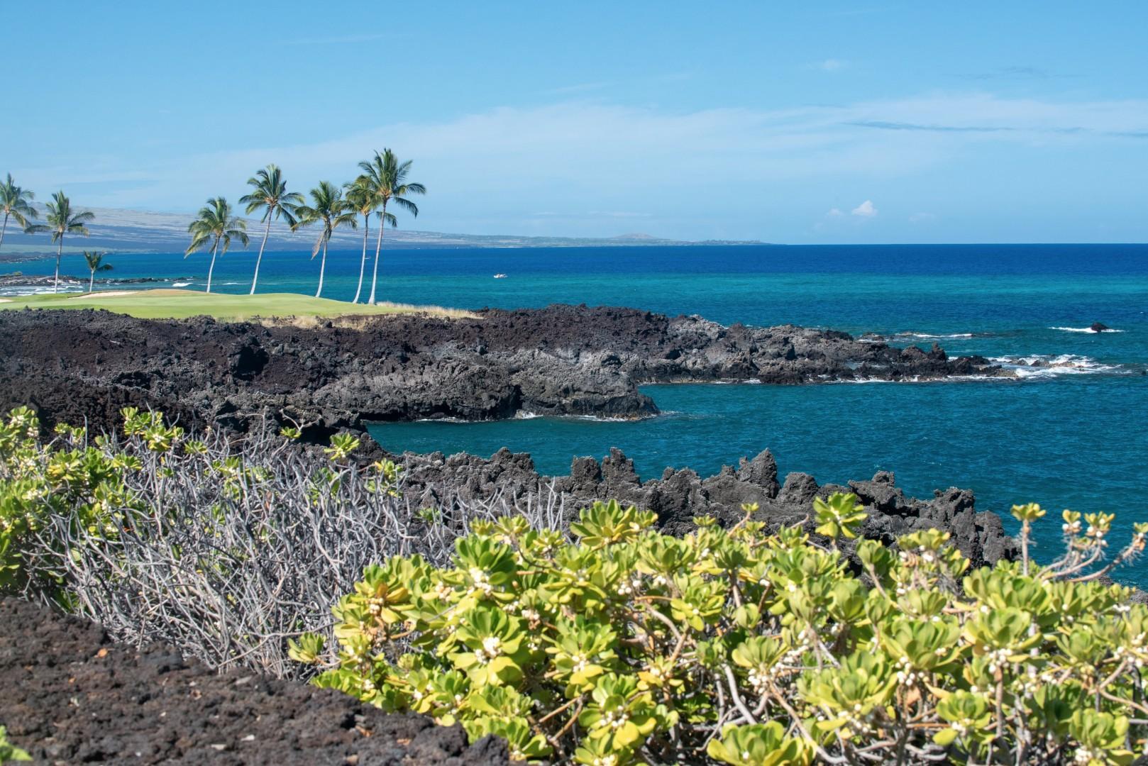 Big Island at its best - stunning view from Hali'i Kai Resort's pool