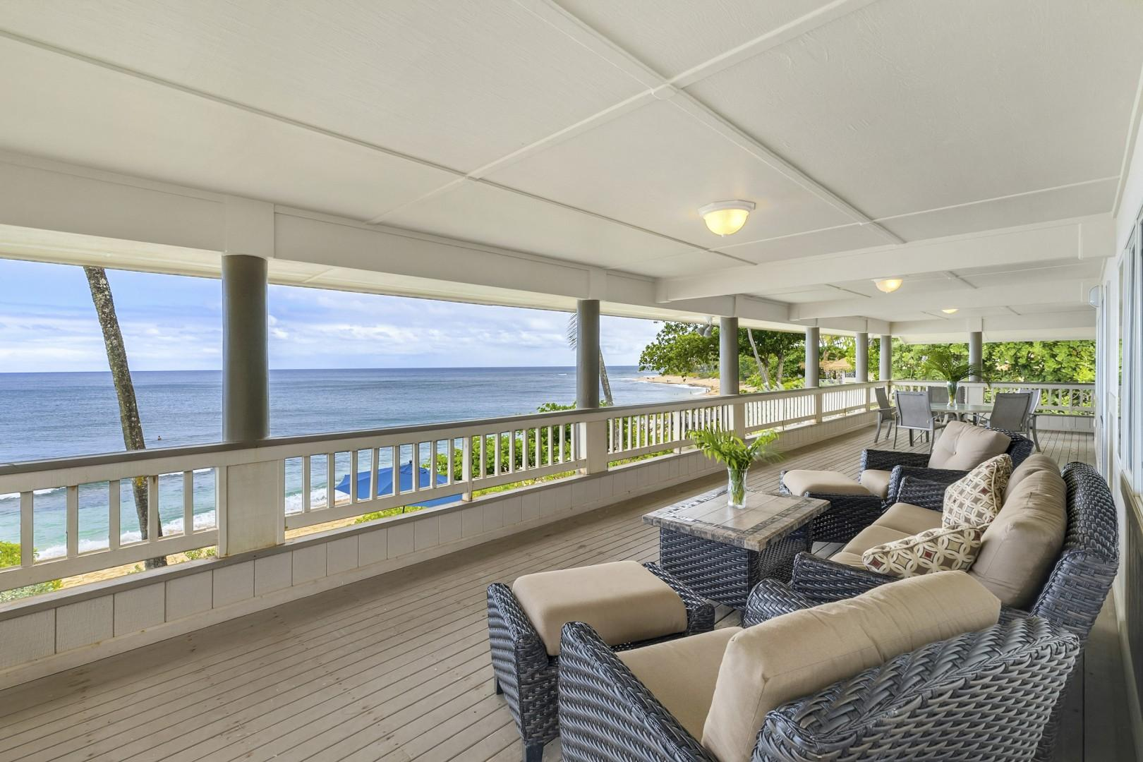 Upstairs lanai with panoramic views of the ocean.