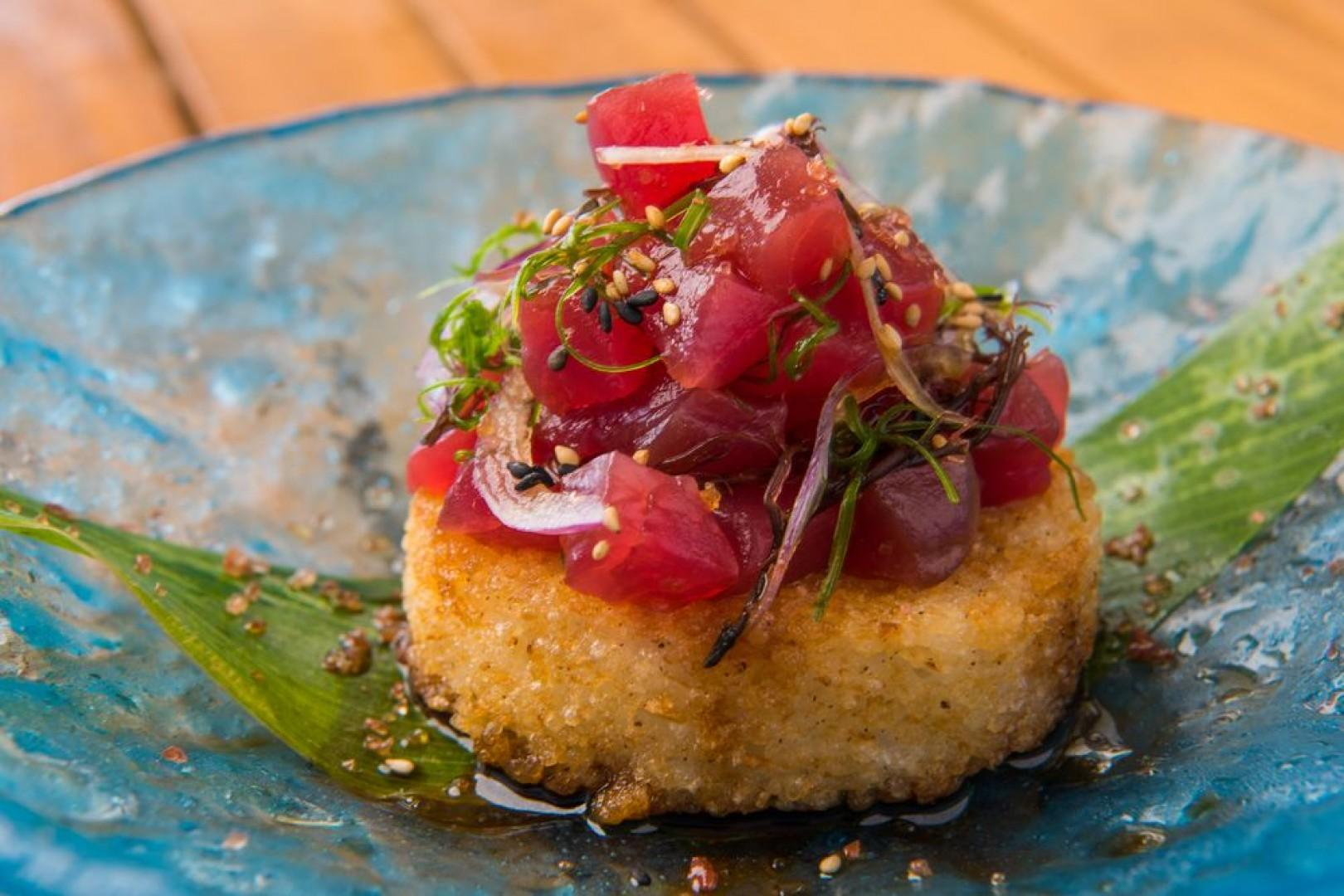 Hualani's Restaurant and Nalu's Grill feature excellent dining options, just steps from your residence.