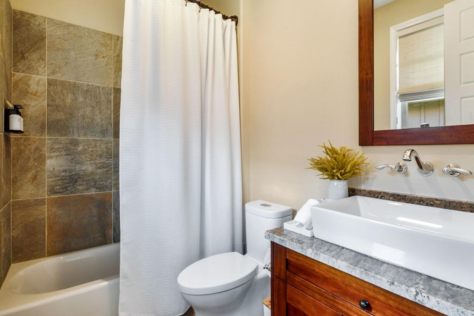 Attached ensuite with tub / shower combo