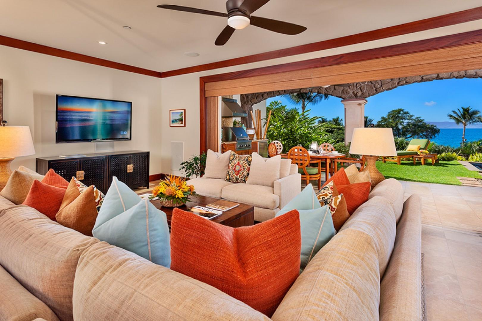 Ocean View Colorful Great Room with New Furnishings & Decor - Coco Palms Pool Villa D101