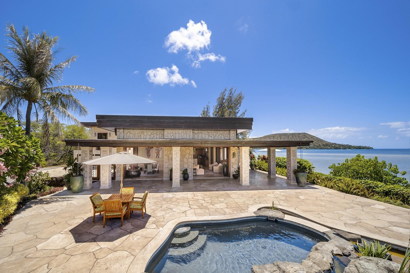 Luxurious Paiko Lagoon Estate boasts a unique and spectacular location that is ultra-private and offers spectacular ocean views