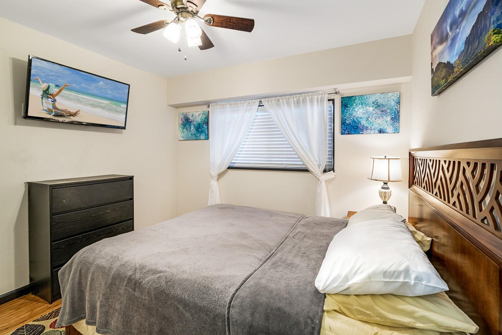 Master bedroom with smart TV and Queen bed!