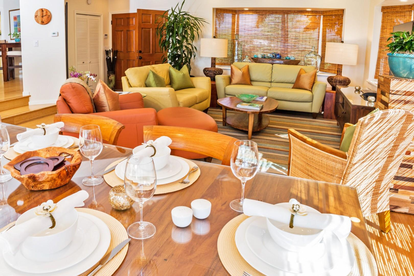 Mango Surf Great Room for Entertaining and Indoor Dining For 6