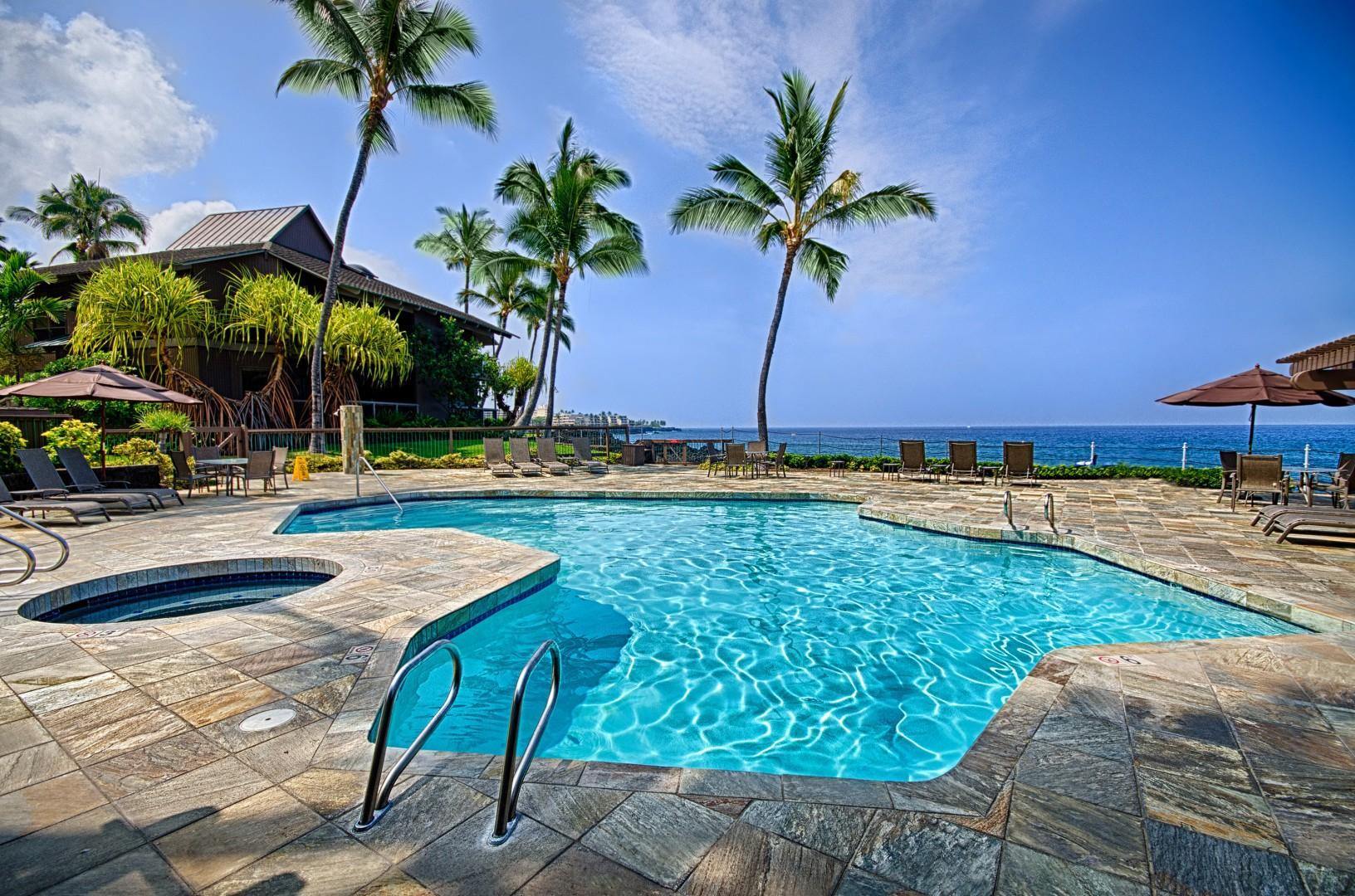 Pool and hot tub at Kanaloa!