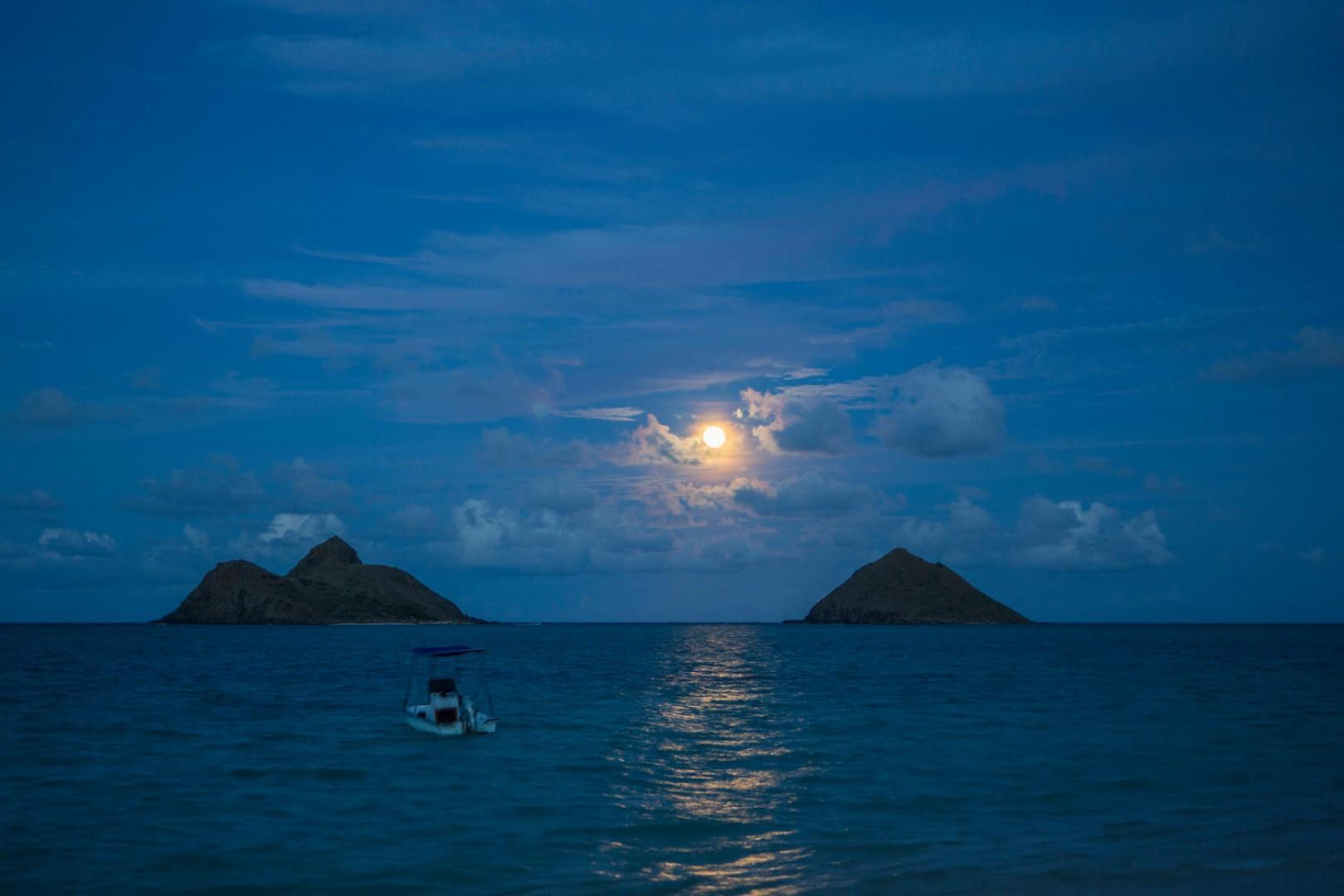 Full moon rising in between the Mokulua Islands of Kailua, Lanikai.