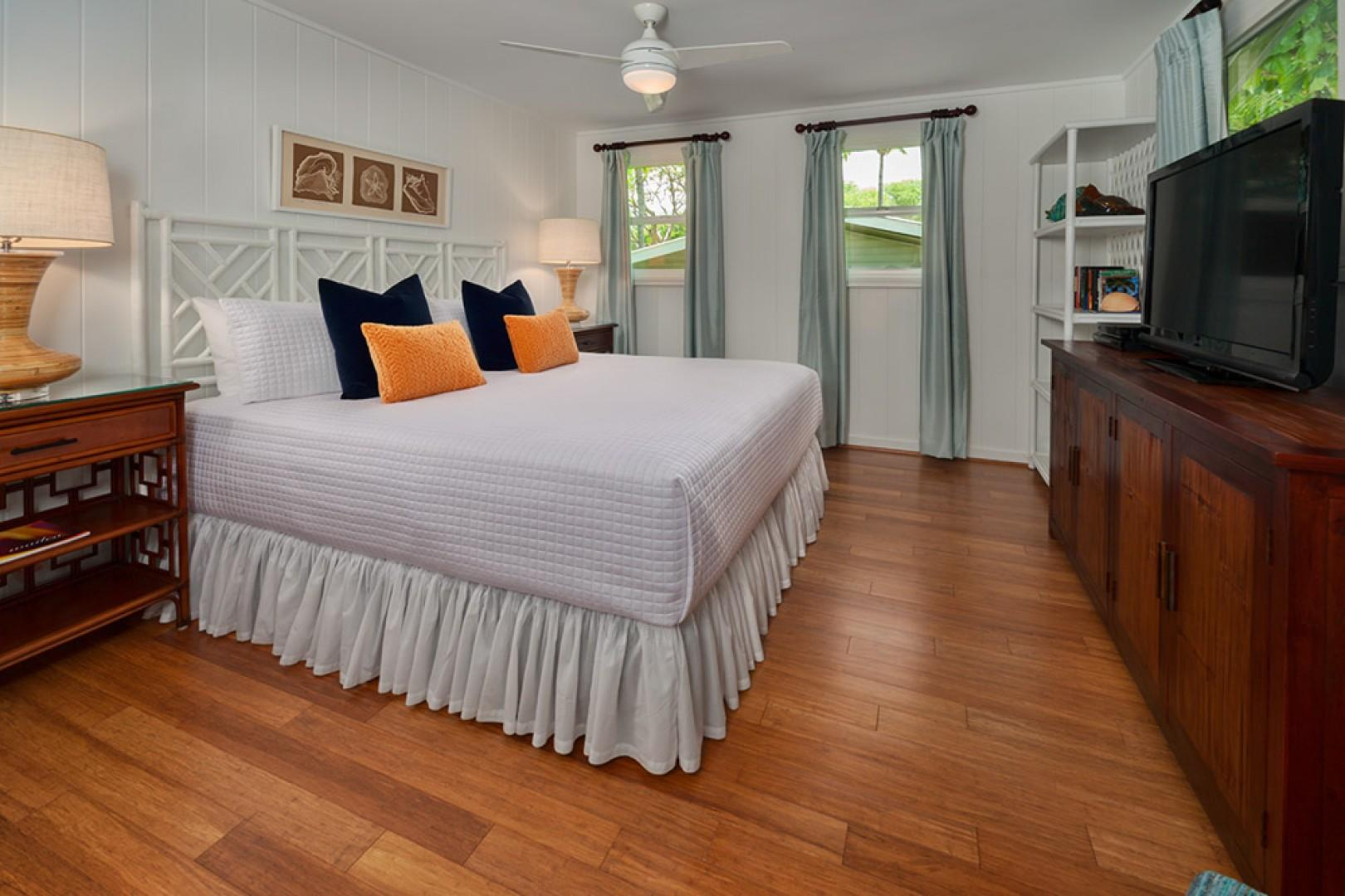 Wailea Sunset Bungalow - Master King Bedroom with Flat Panel TV, HD Cable, DVD/CD Player, Sitting Chair and A/C