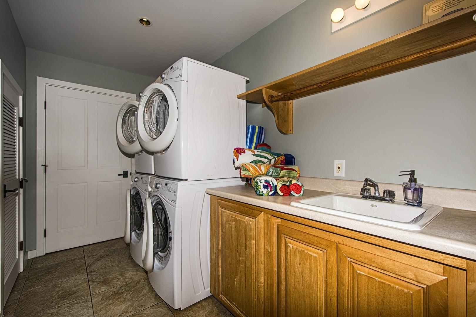 Laundry room equipped with 2 washer dyers