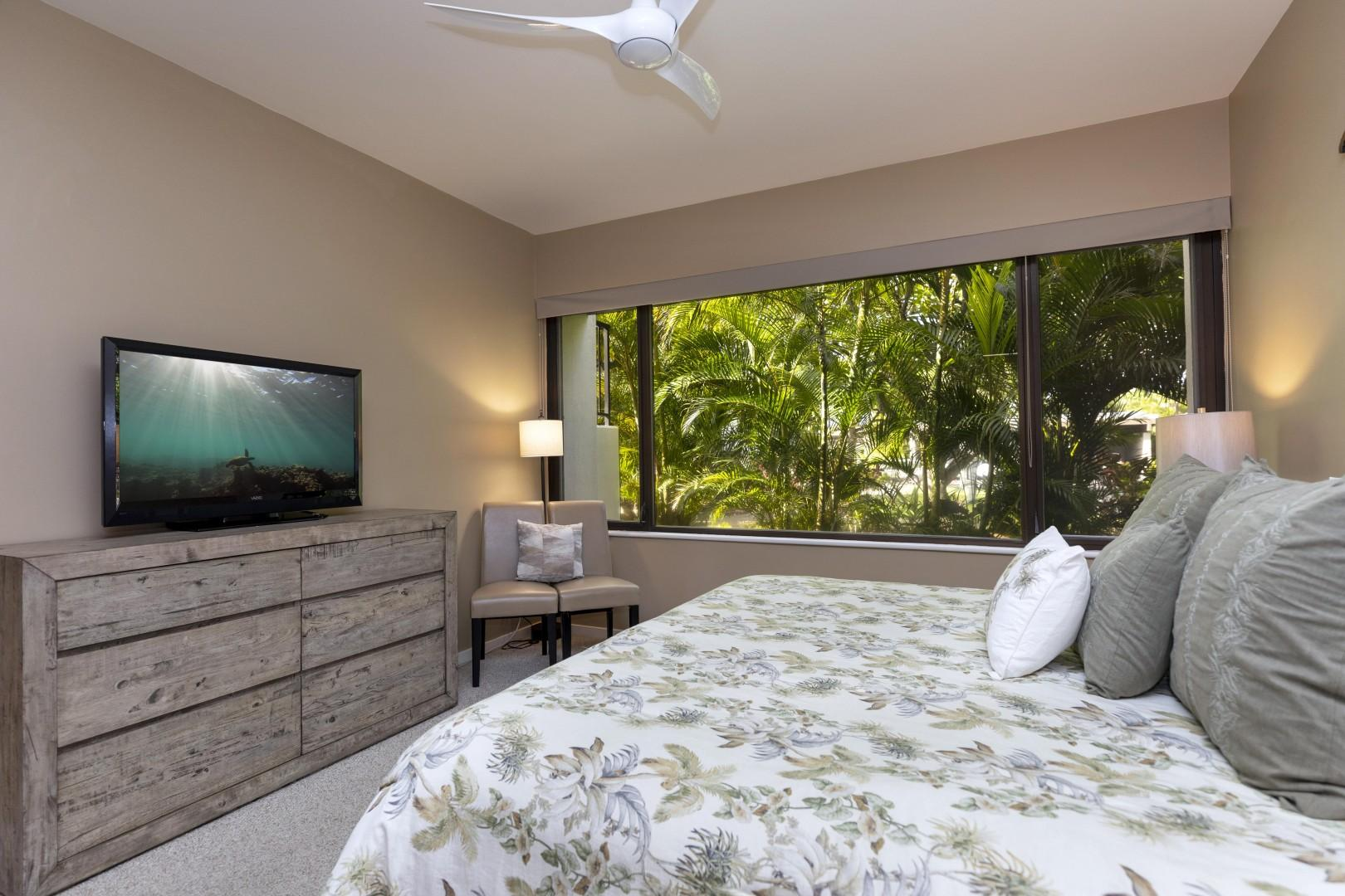 The guest suite has a beautiful and tranquid tropical setting.