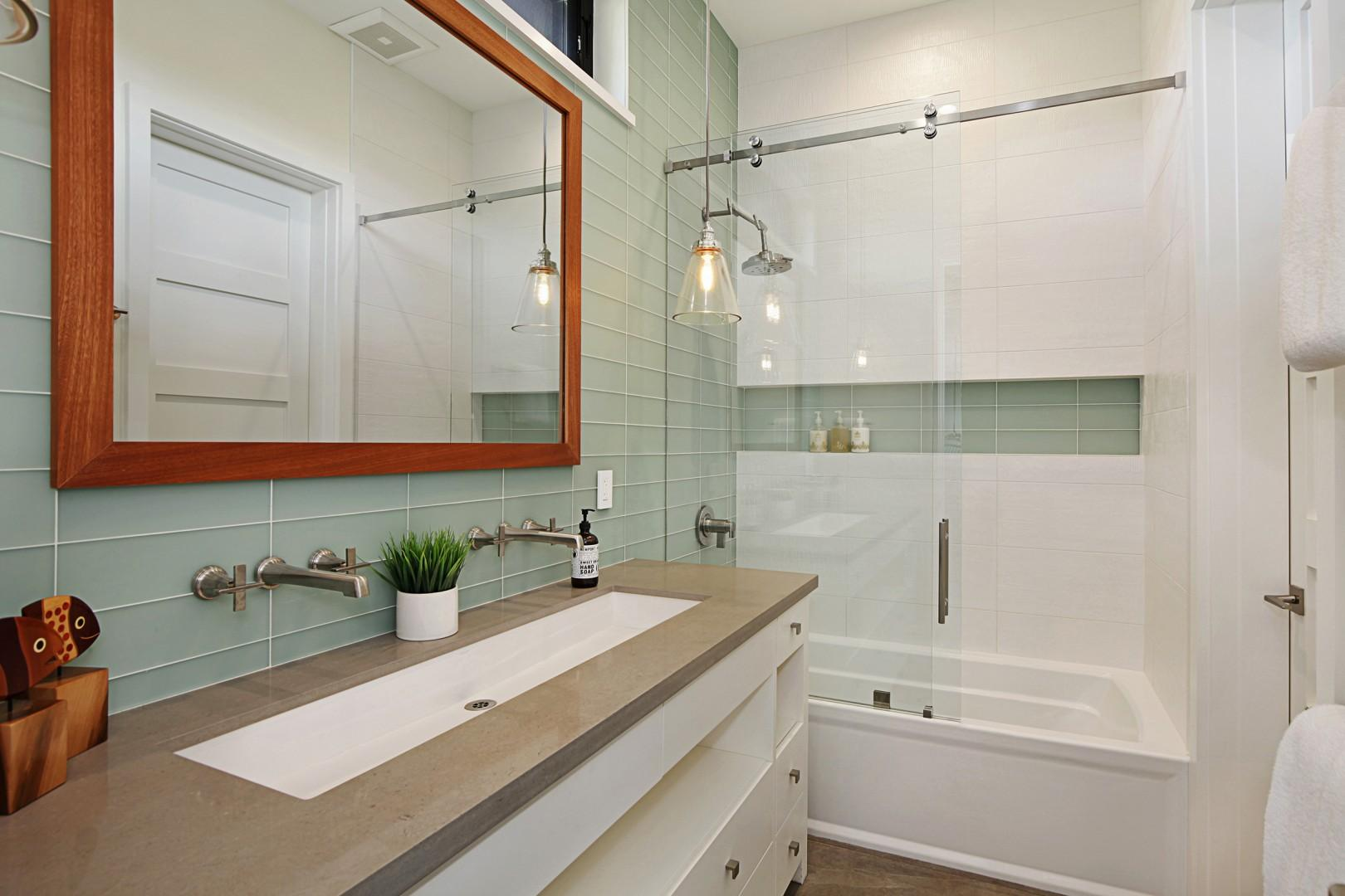 Bunk room bathroom with tub