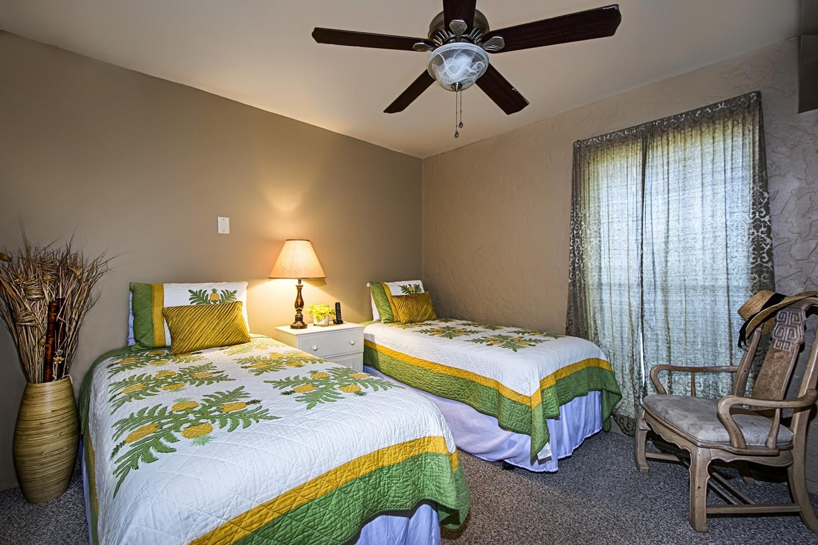 Guest bedroom equipped with two Twin beds