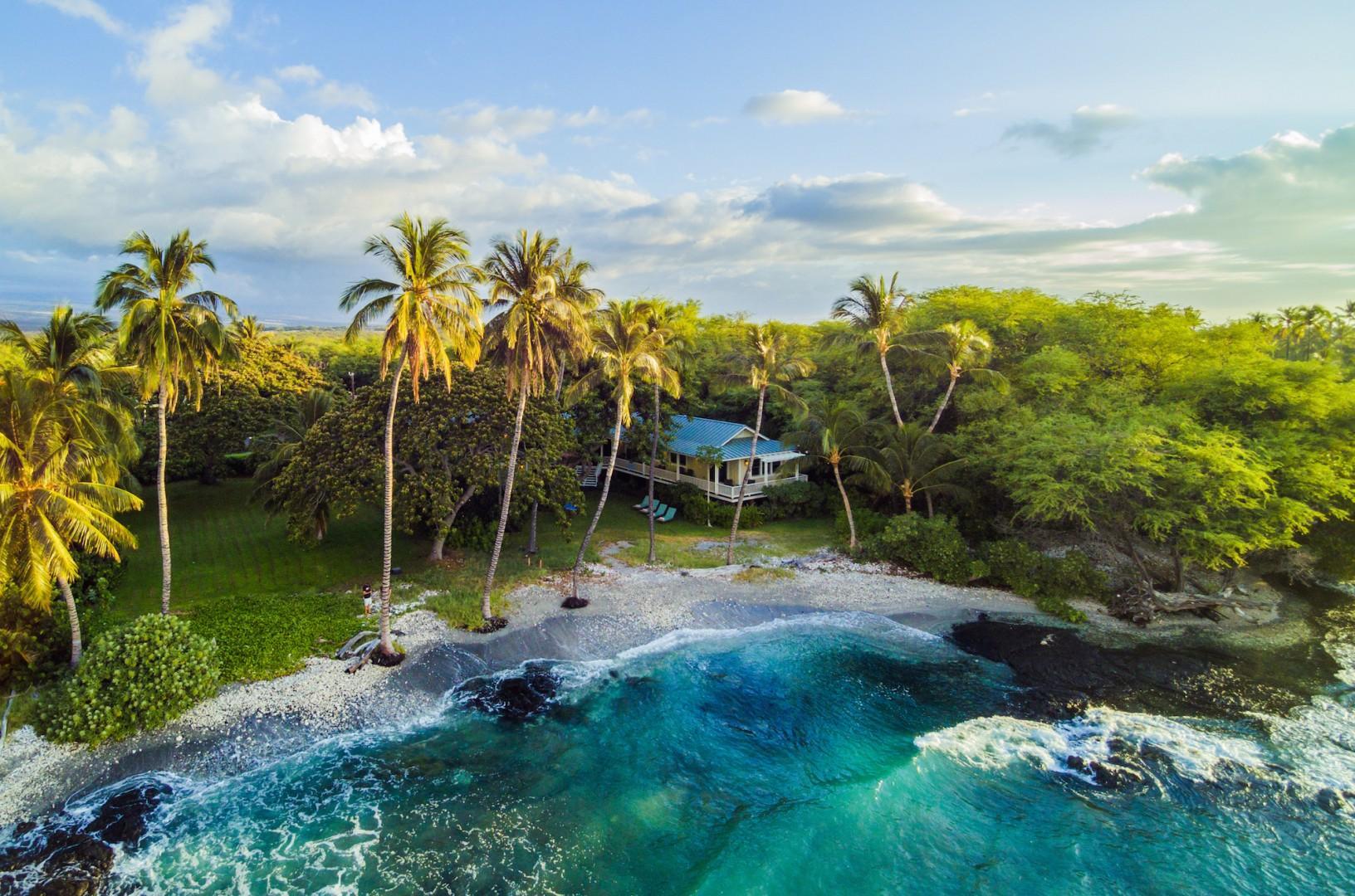 Idyllic Beachfront Locale Nestled Among Lush Tropical Greenery