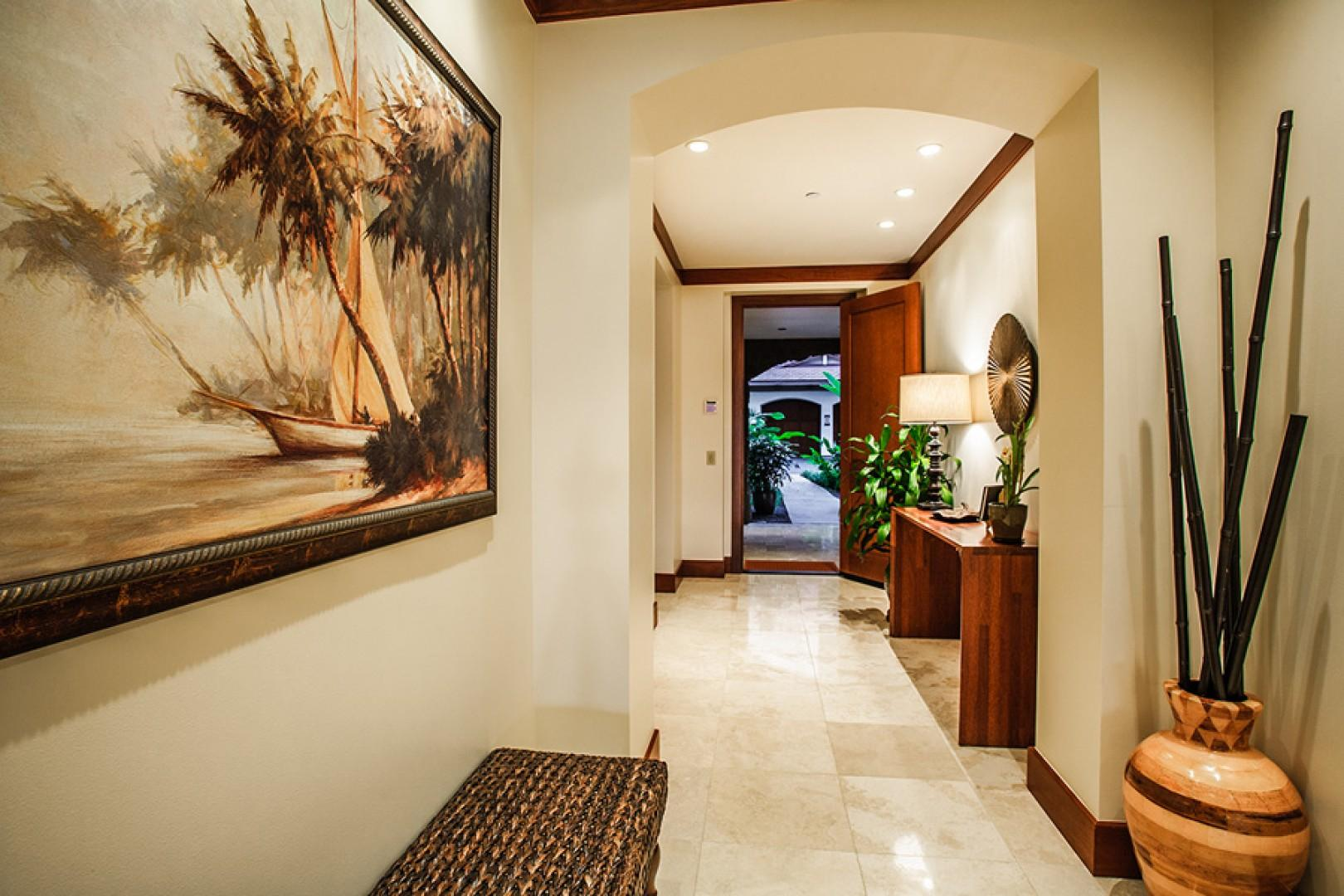 Stylish wall art throughout, including several original oil paintings from local Maui artists.