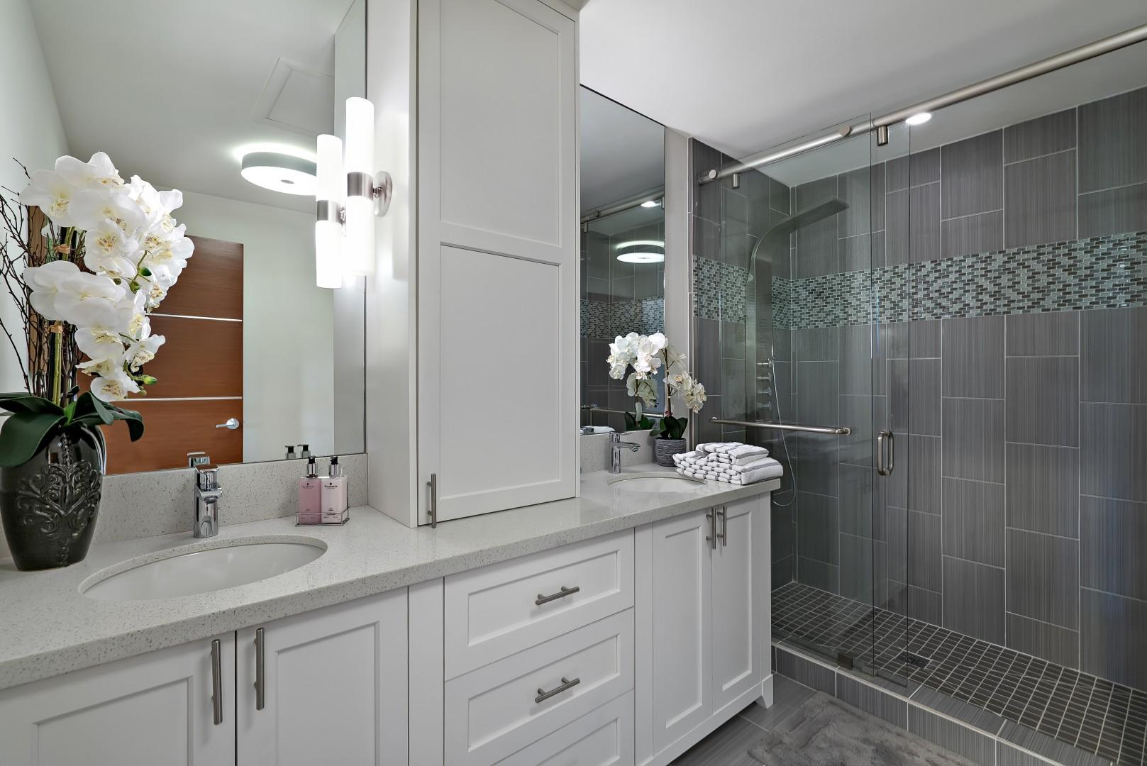 Guest Bathroom Upstairs Shared