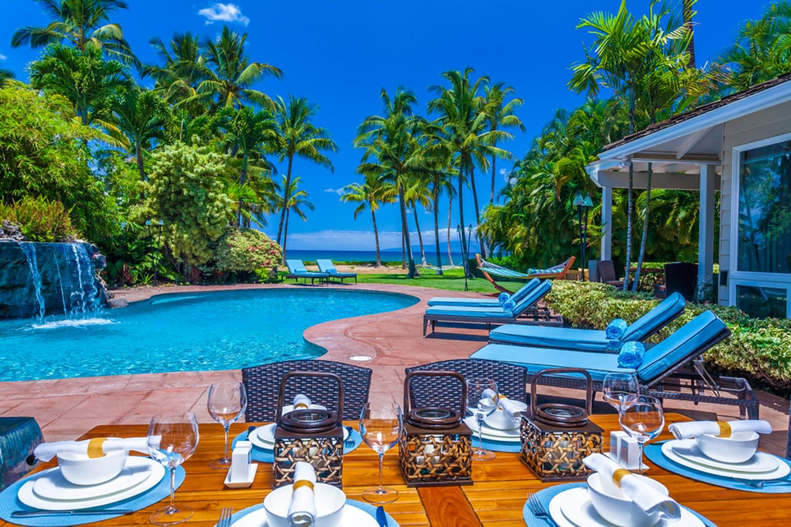 Mango Surf - Poolside Outdoor Covered Dining Area