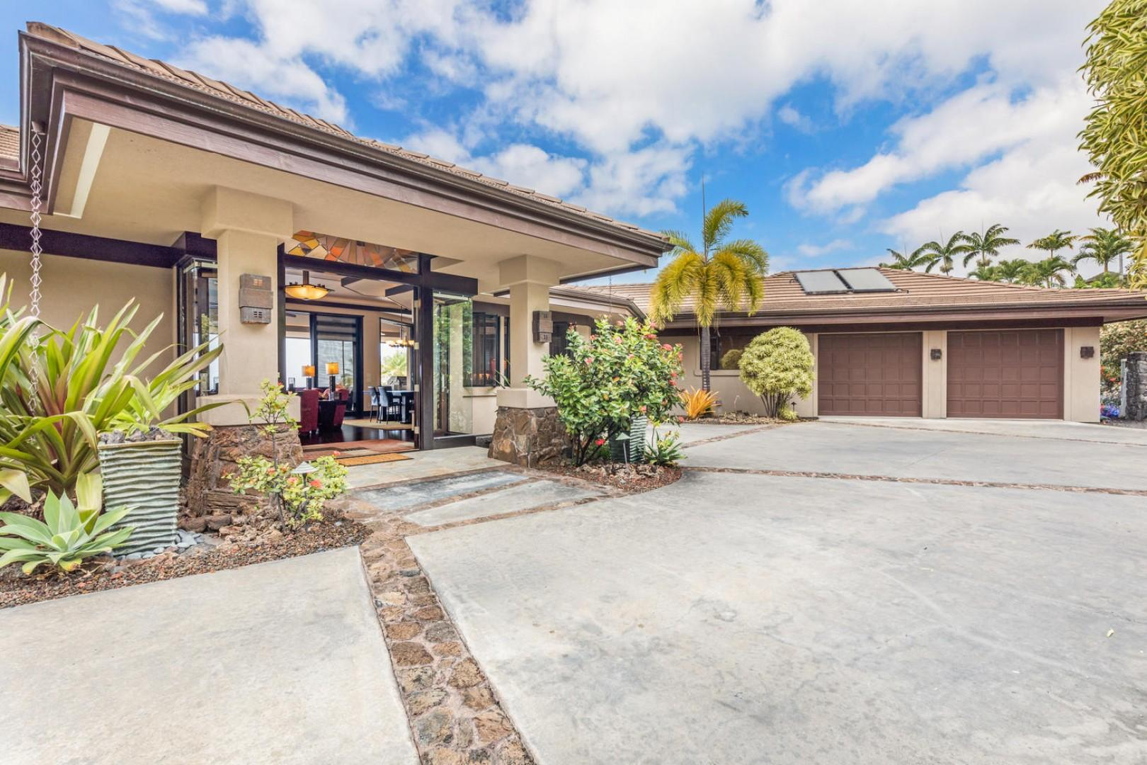 Spacious driveway with grandiose entry!