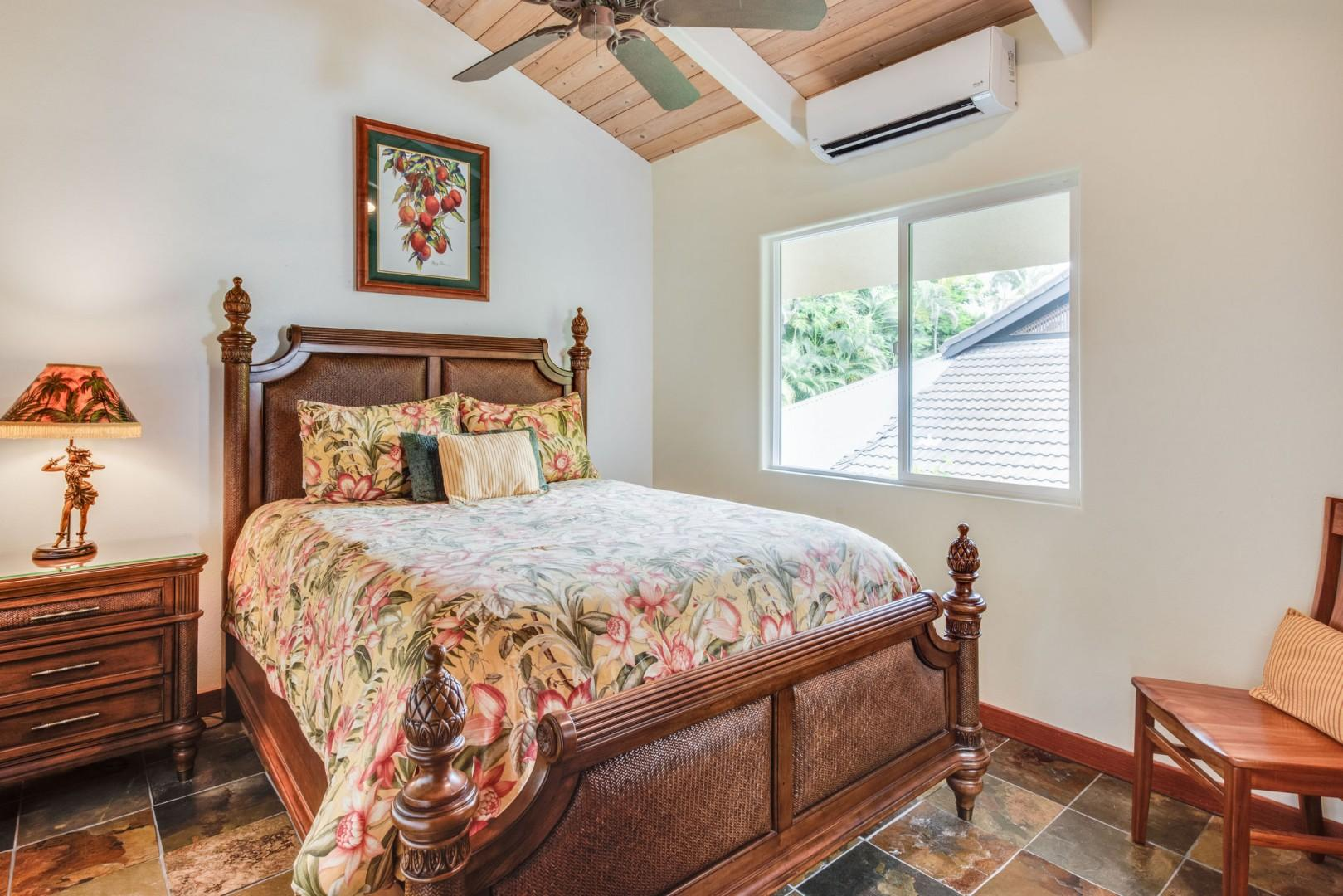 Hale Honu guest room with Queen bed