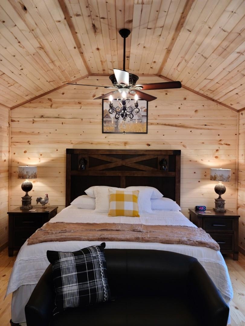 Gorgeous Cabin Right on Main St!