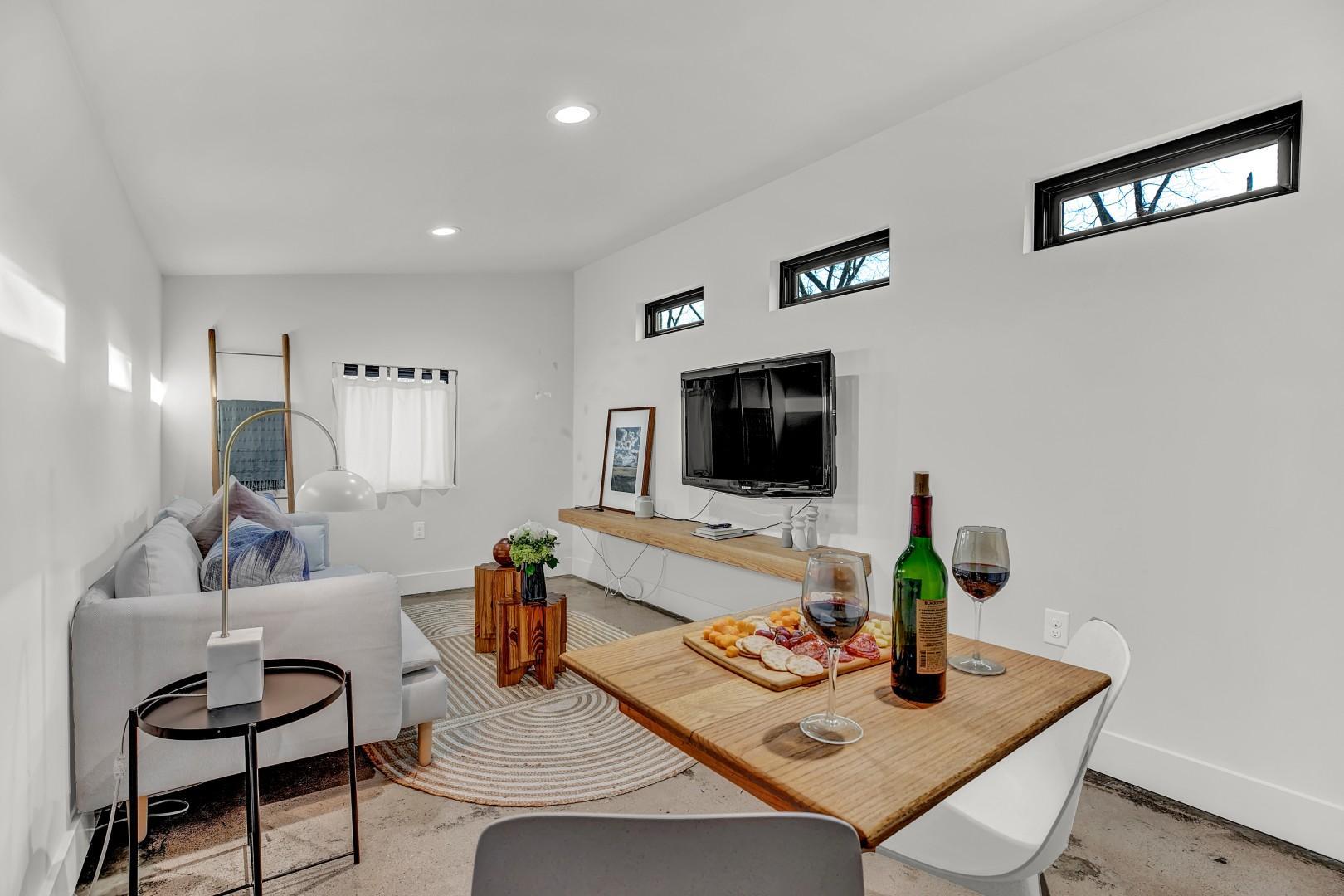 New! Stunning Modern Luxury Rental Steps to Main!