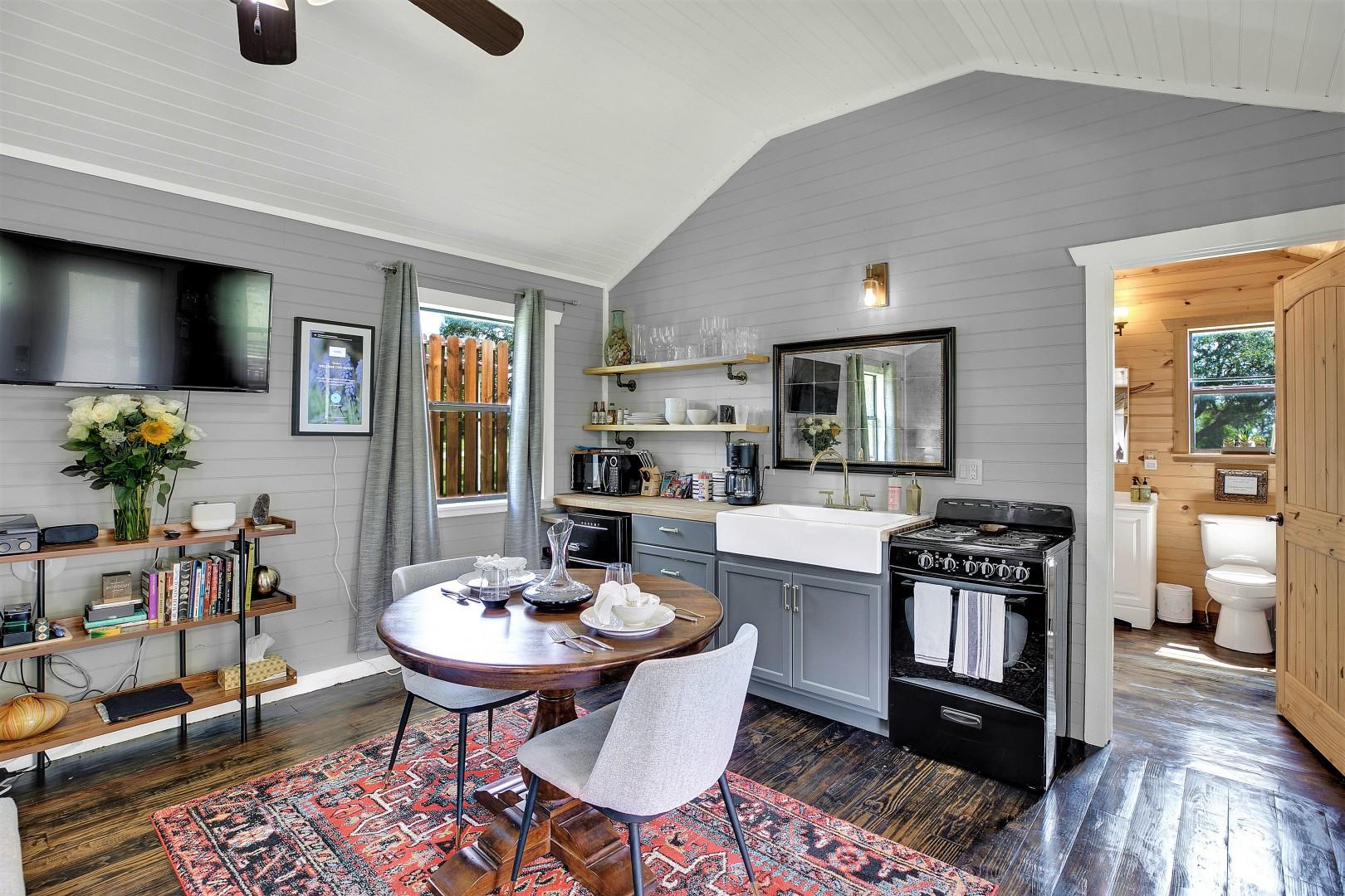 Luxurious & Intimate Cottage in Fred Wine Country!