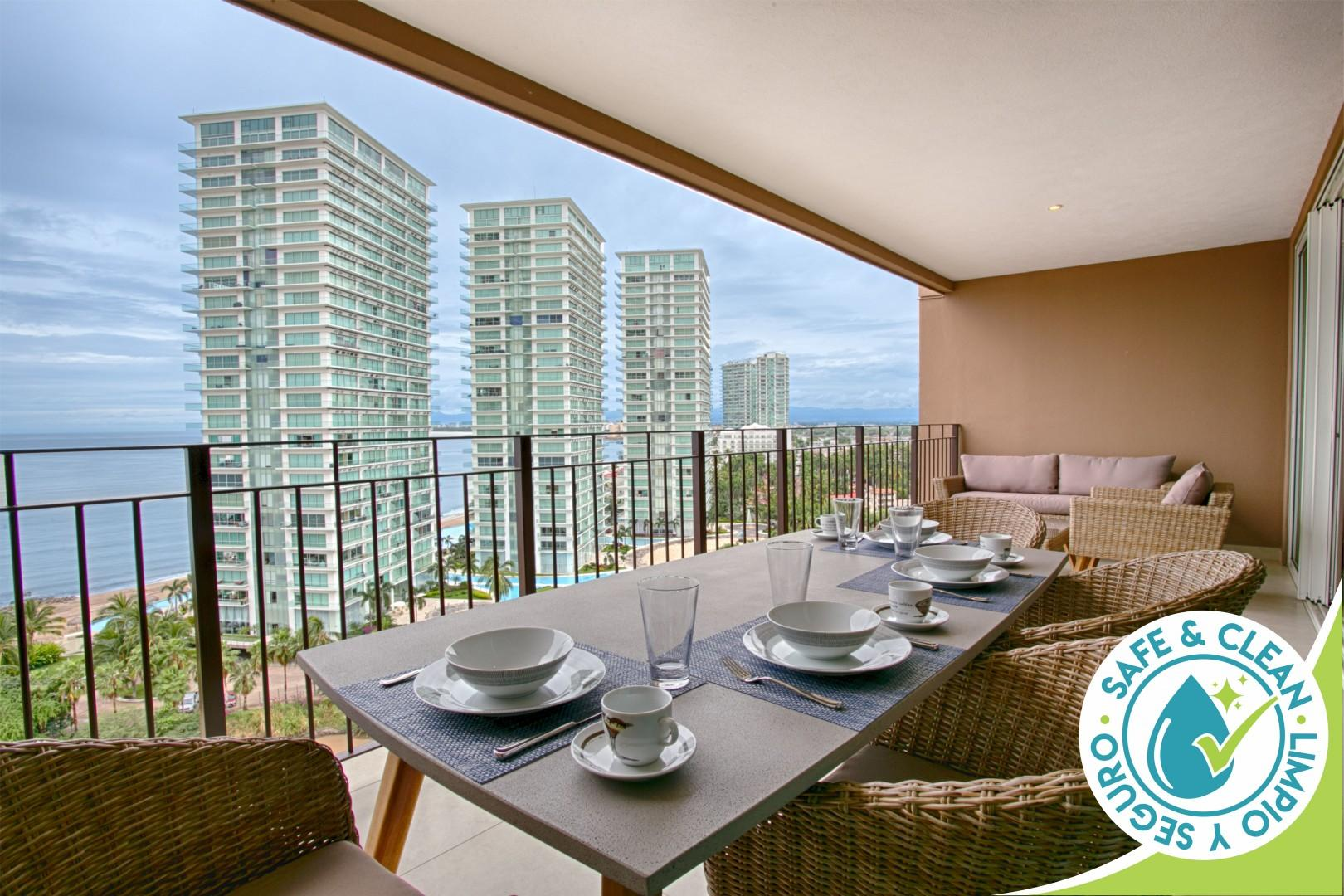 Upgraded, Spacious Ocean View Condo | Infinity Pools, Gym, Hotel Zone