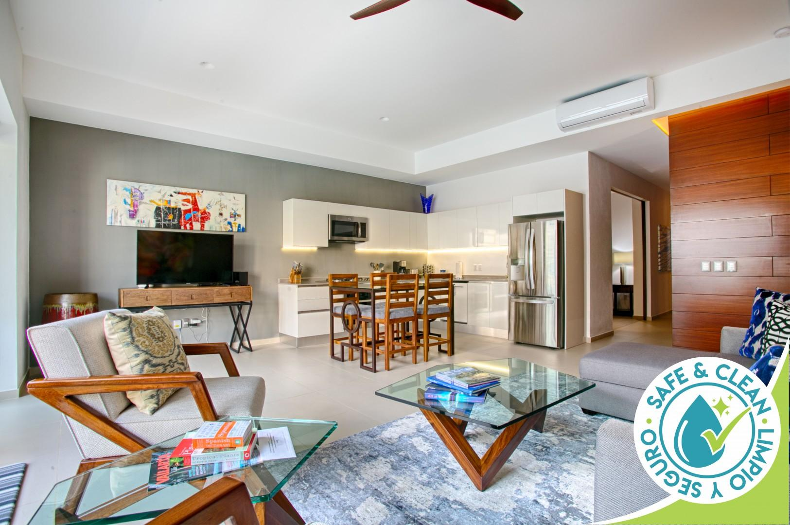 Contemporary Condo at Loft 268   Rooftop Pool, Great for Couples