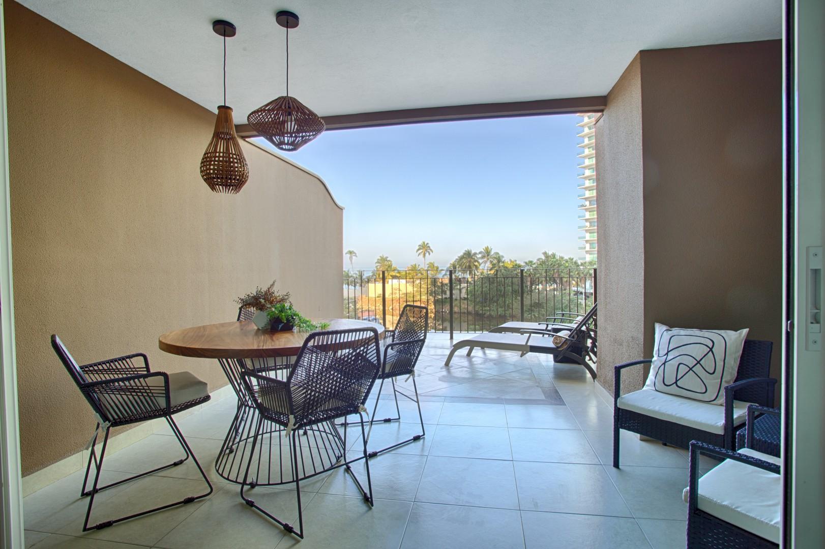 Stylish Double Balcony Condo w/ Ocean & Mtn View